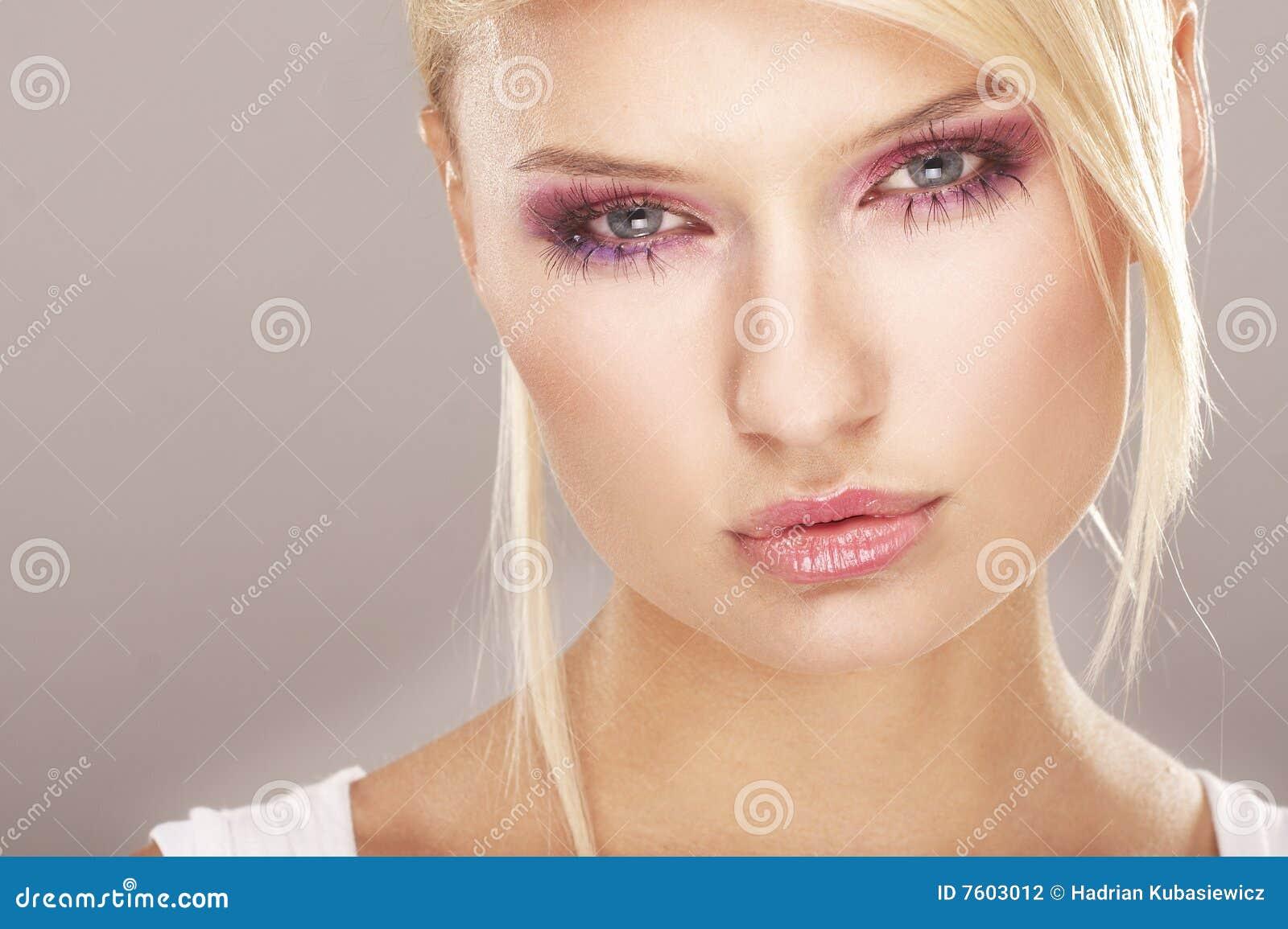 Meisje dat make up draagt die van bloemen wordt gemaakt stock fotografie beeld 7603012 - Beeld het meisje van ...