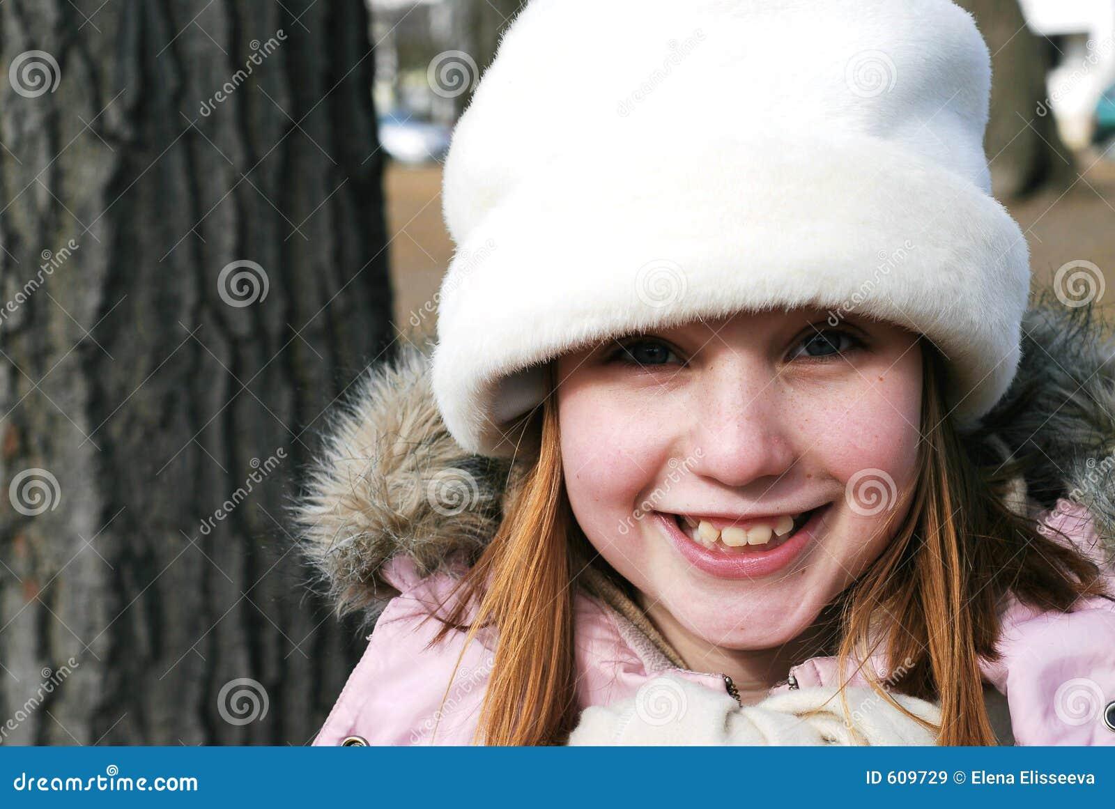 Meisje in de winterhoed