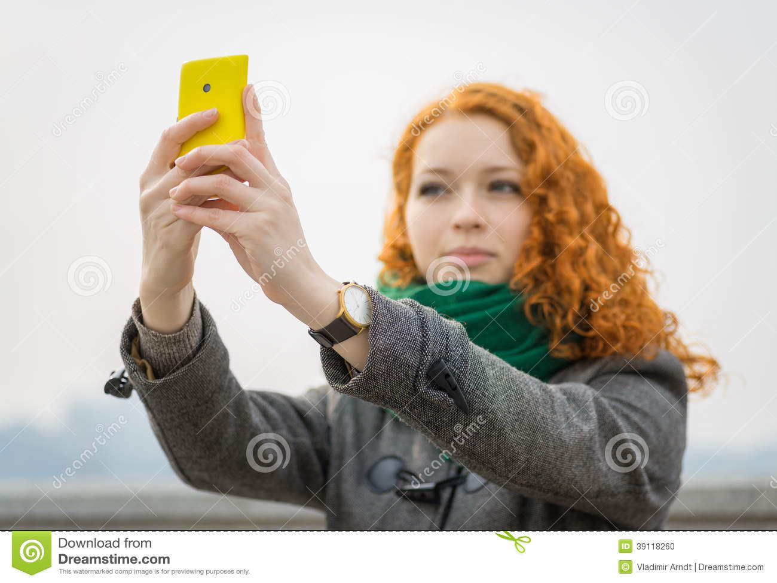 Meisje die een selfie nemen.