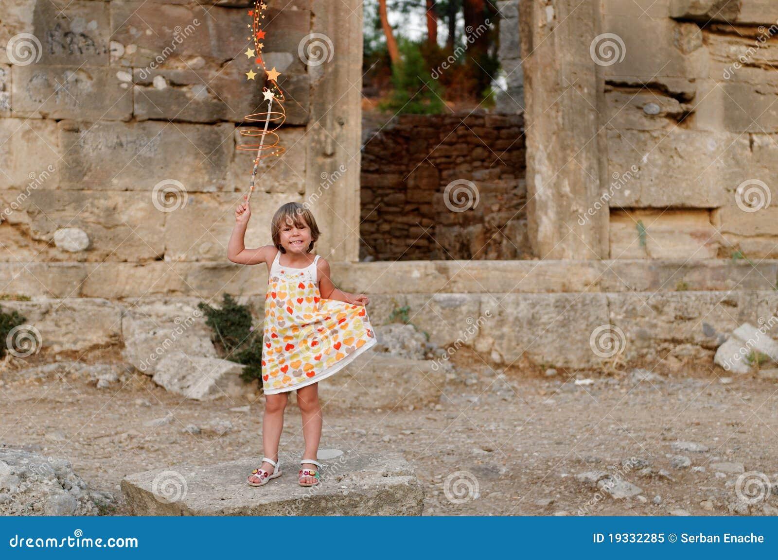 Meisje en de geruïneerde bouw