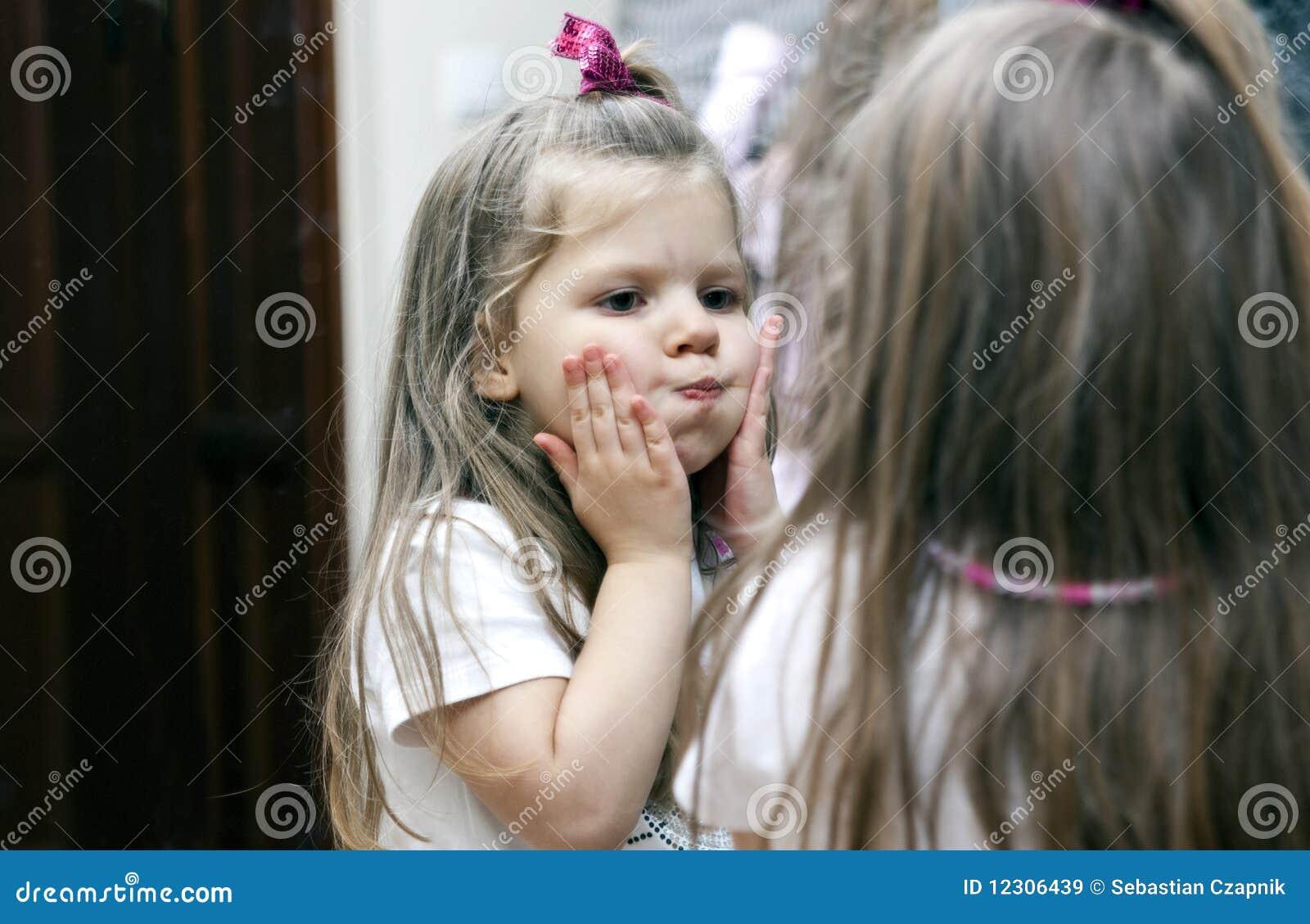 Meisje en spiegel