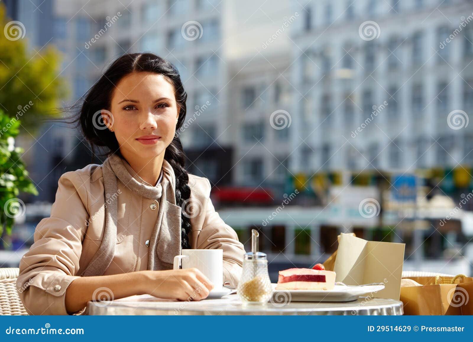 Meisje in koffie