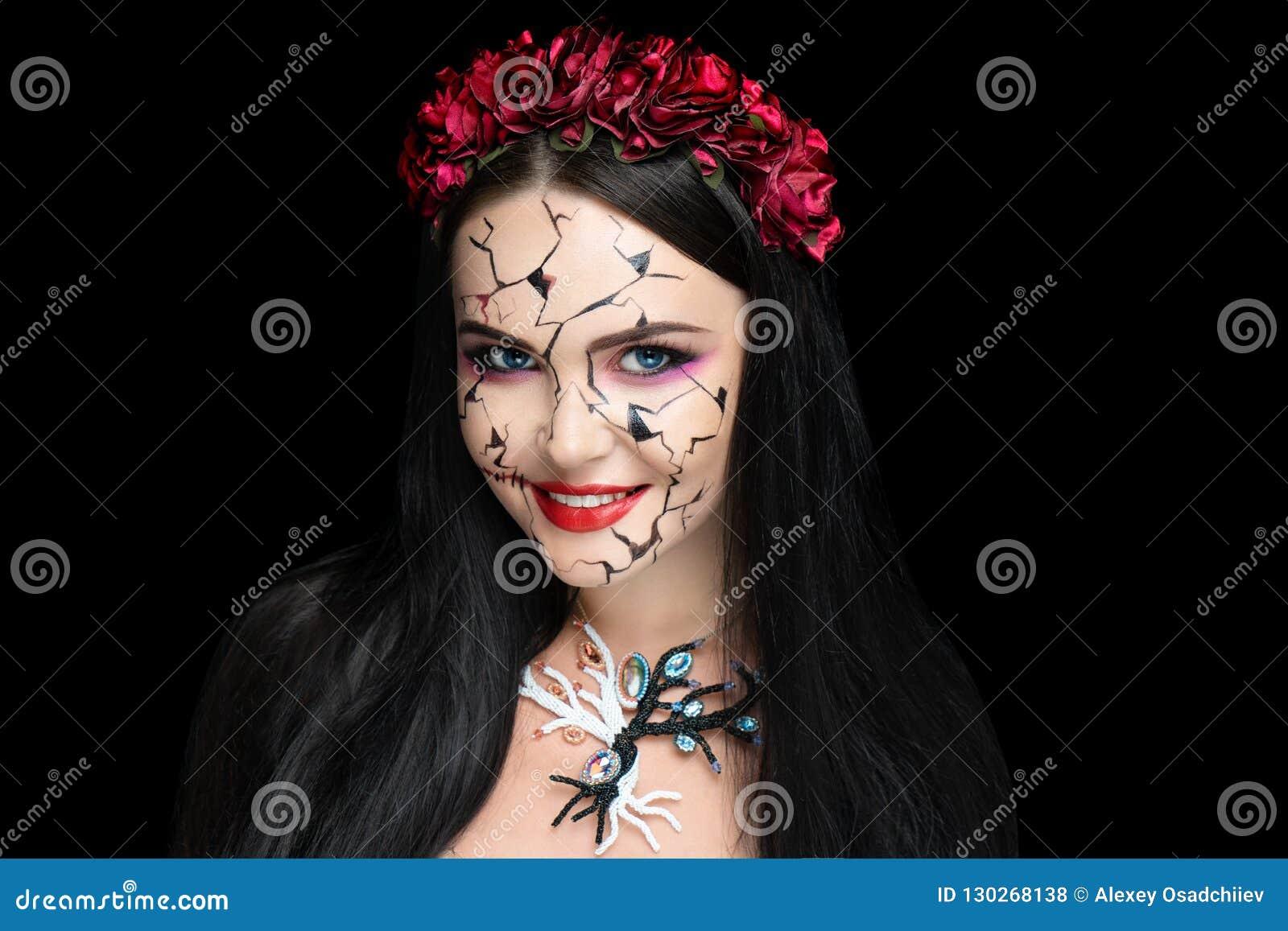 Meisje met barsten in haar gezicht