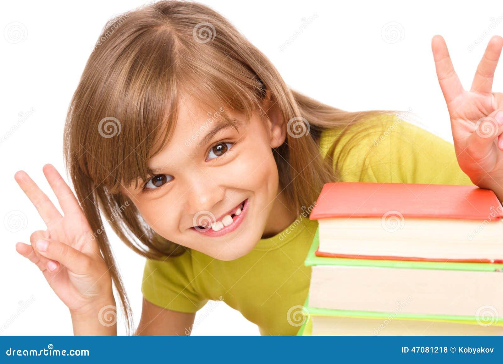 Meisje met een stapel van boeken