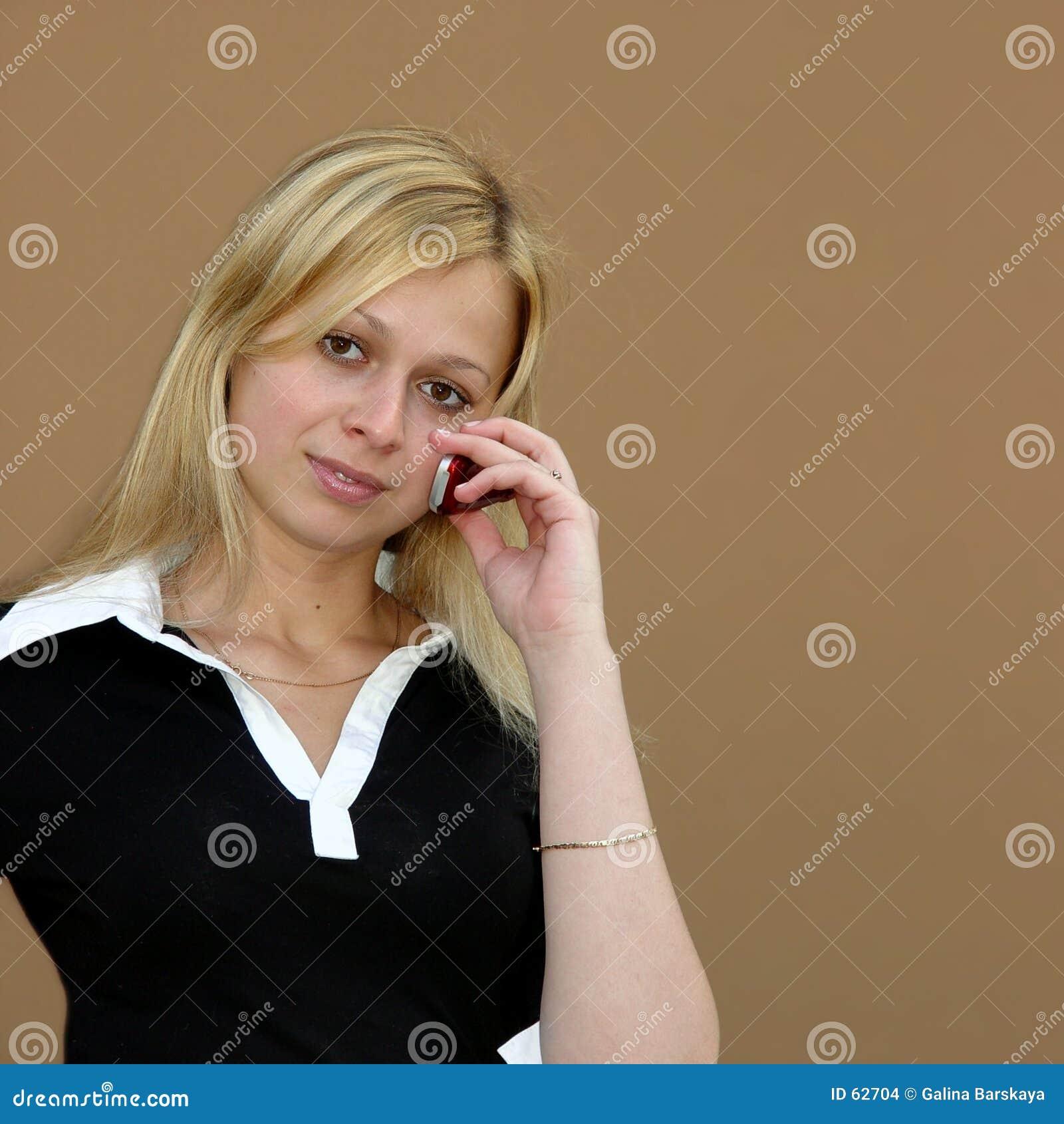Meisje met een telefoon