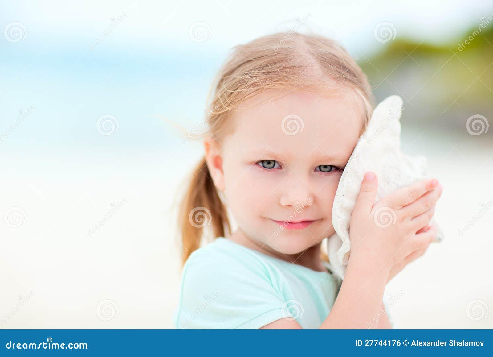 Meisje met een zeeschelp
