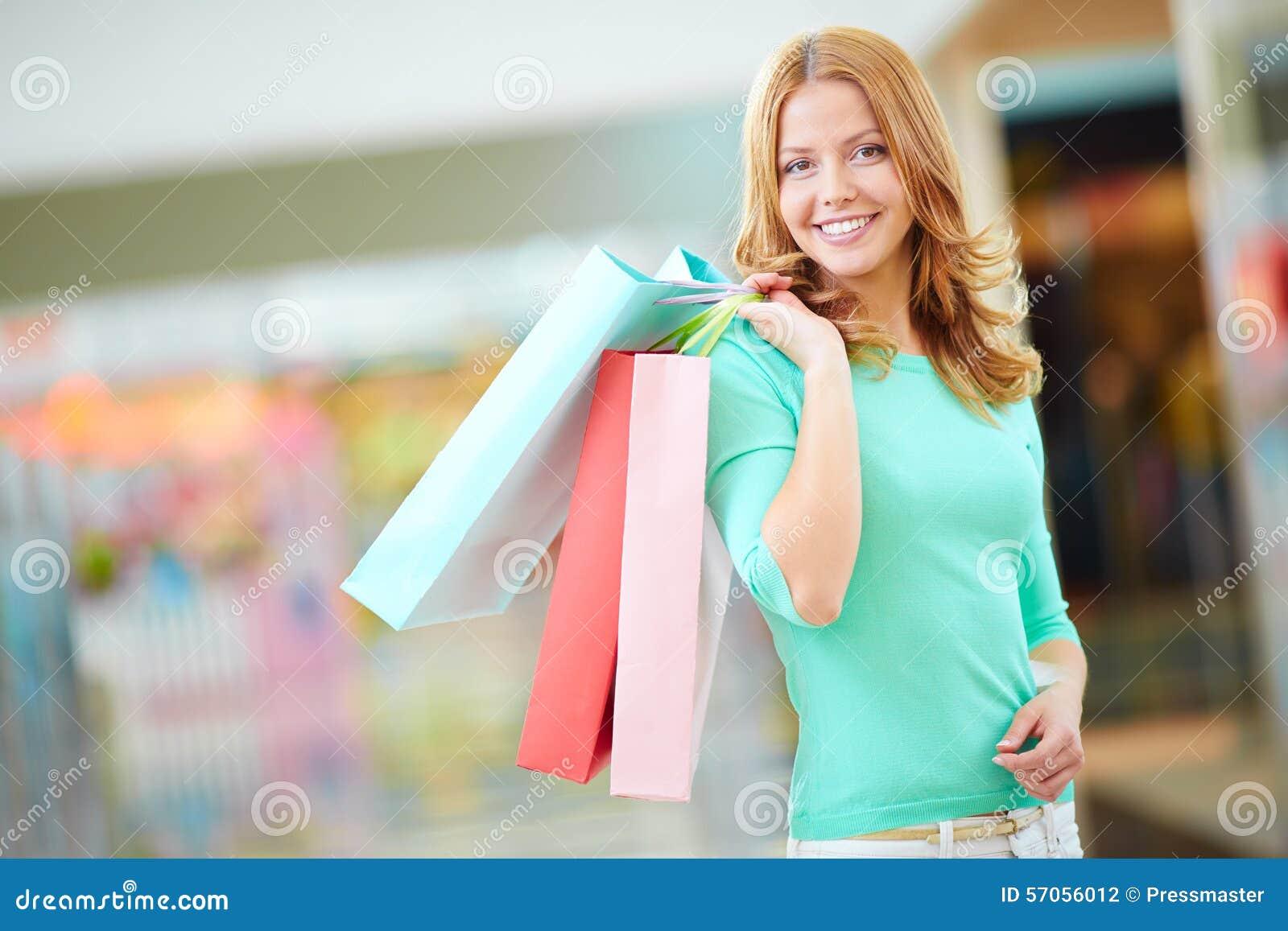 Meisje met het winkelen zakken - Sally