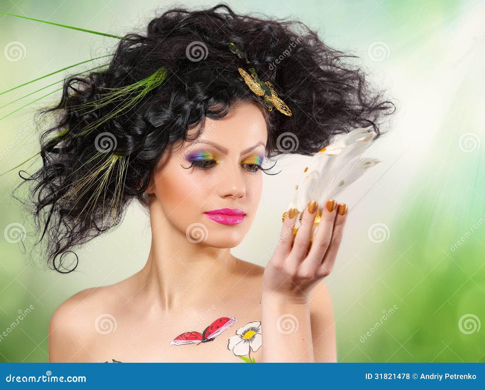 Meisje met tekeningen op het lichaam in een beeld van de zomer royalty vrije stock foto 39 s - Beeld het meisje van ...