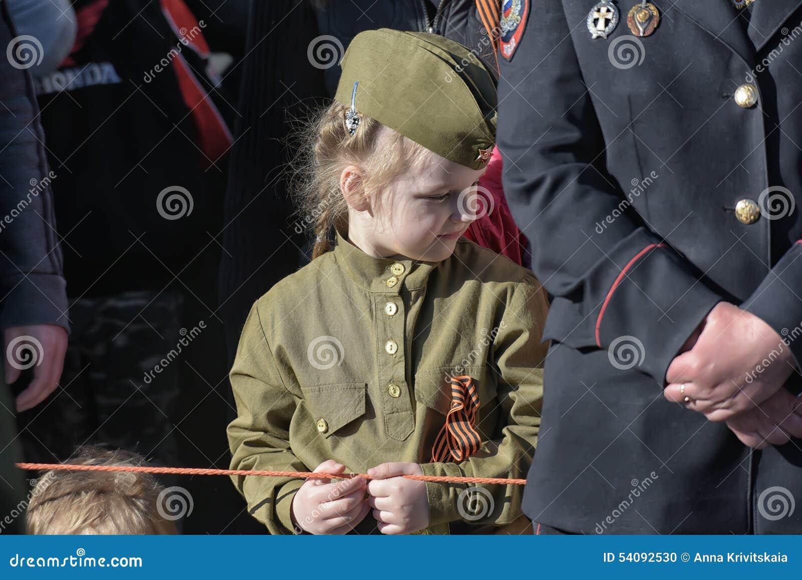 Meisje in militaire uniformen WO.II
