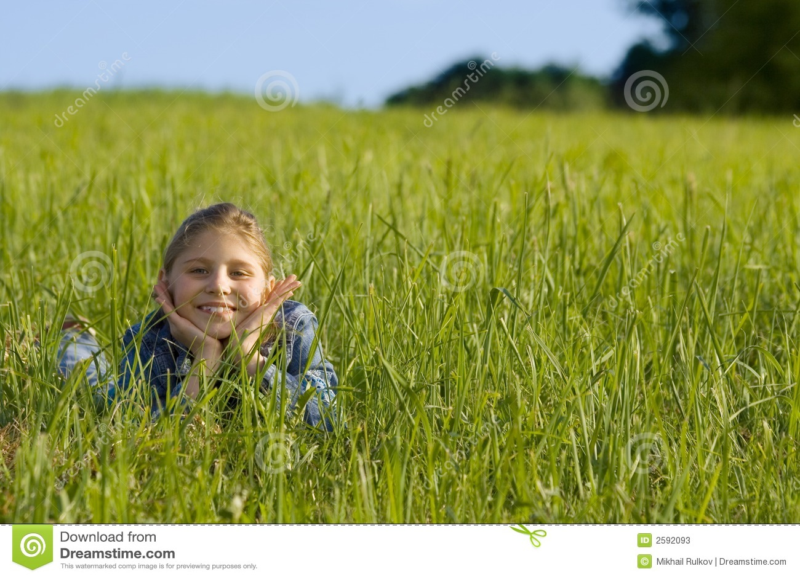 Meisje op het gras