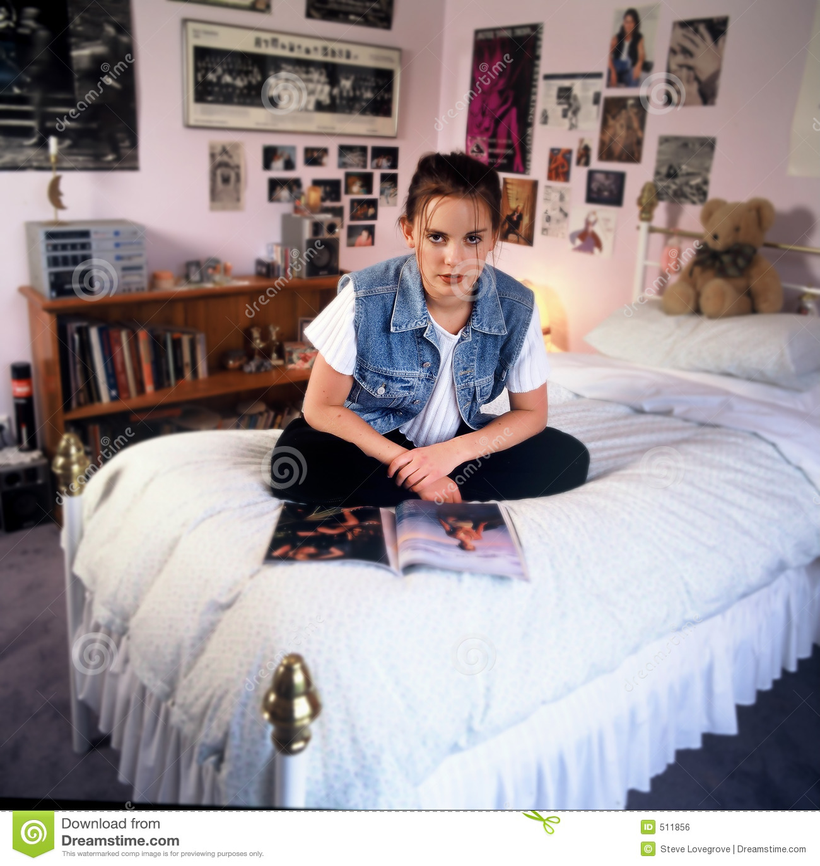 Meisje in slaapkamer royalty vrije stock afbeelding beeld 511856 - Schilderij slaapkamer tiener meisje ...