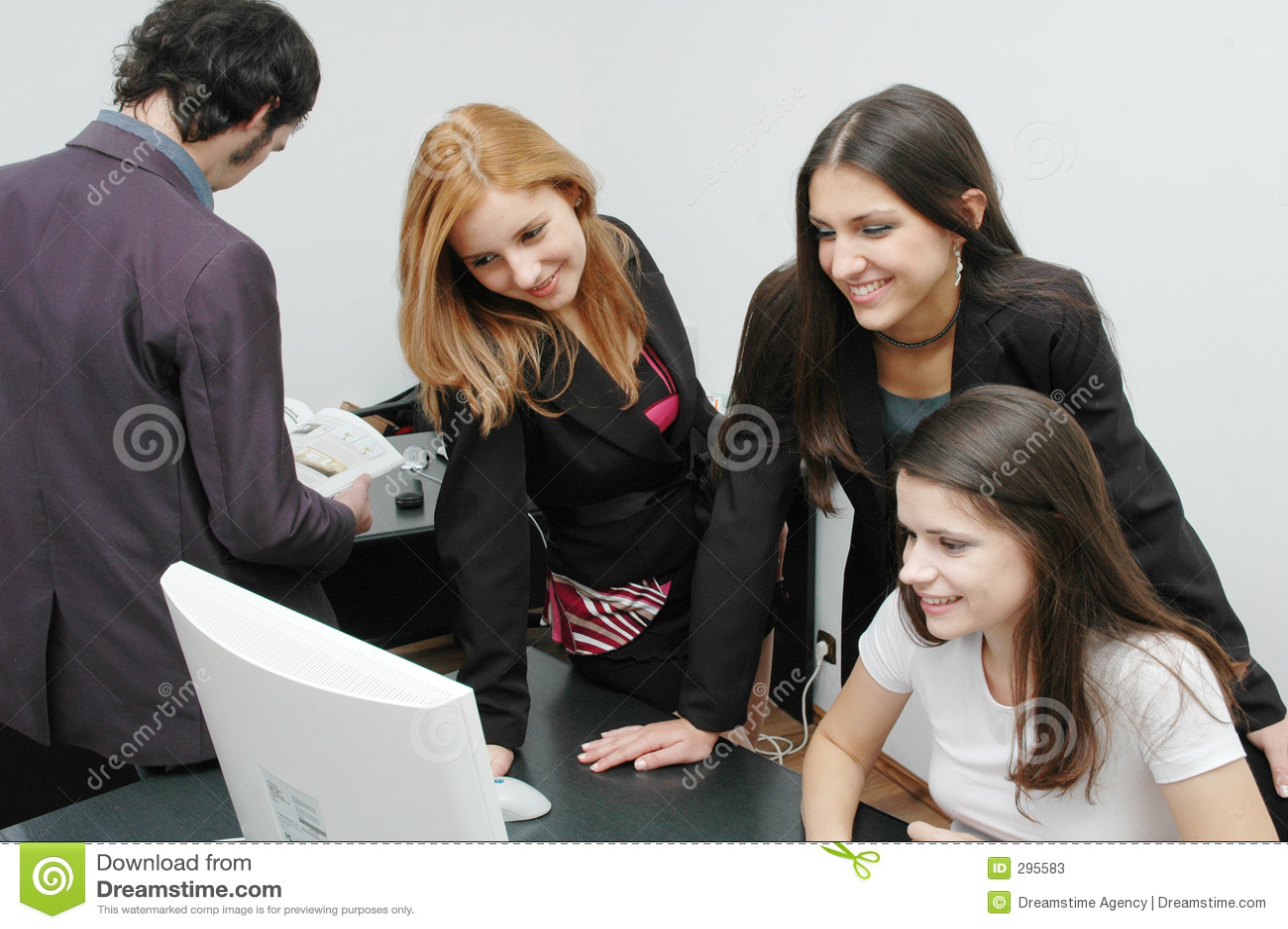 Meisjes 5 van het bureau