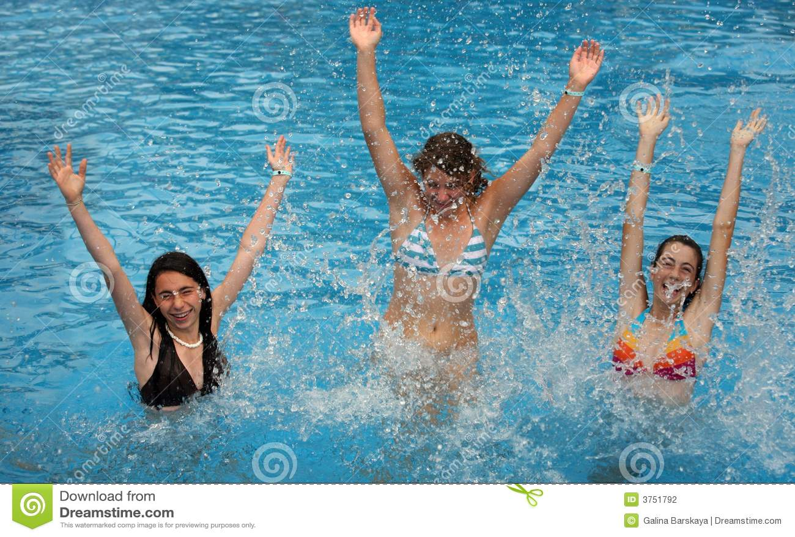 Meisjes in de pool