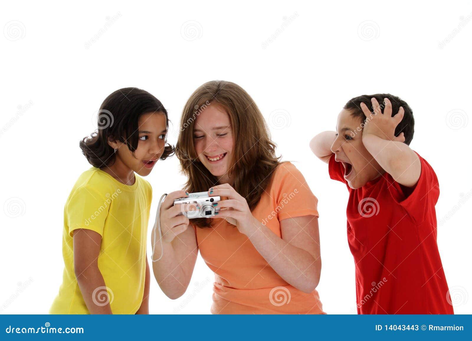 Meisjes die Camera bekijken
