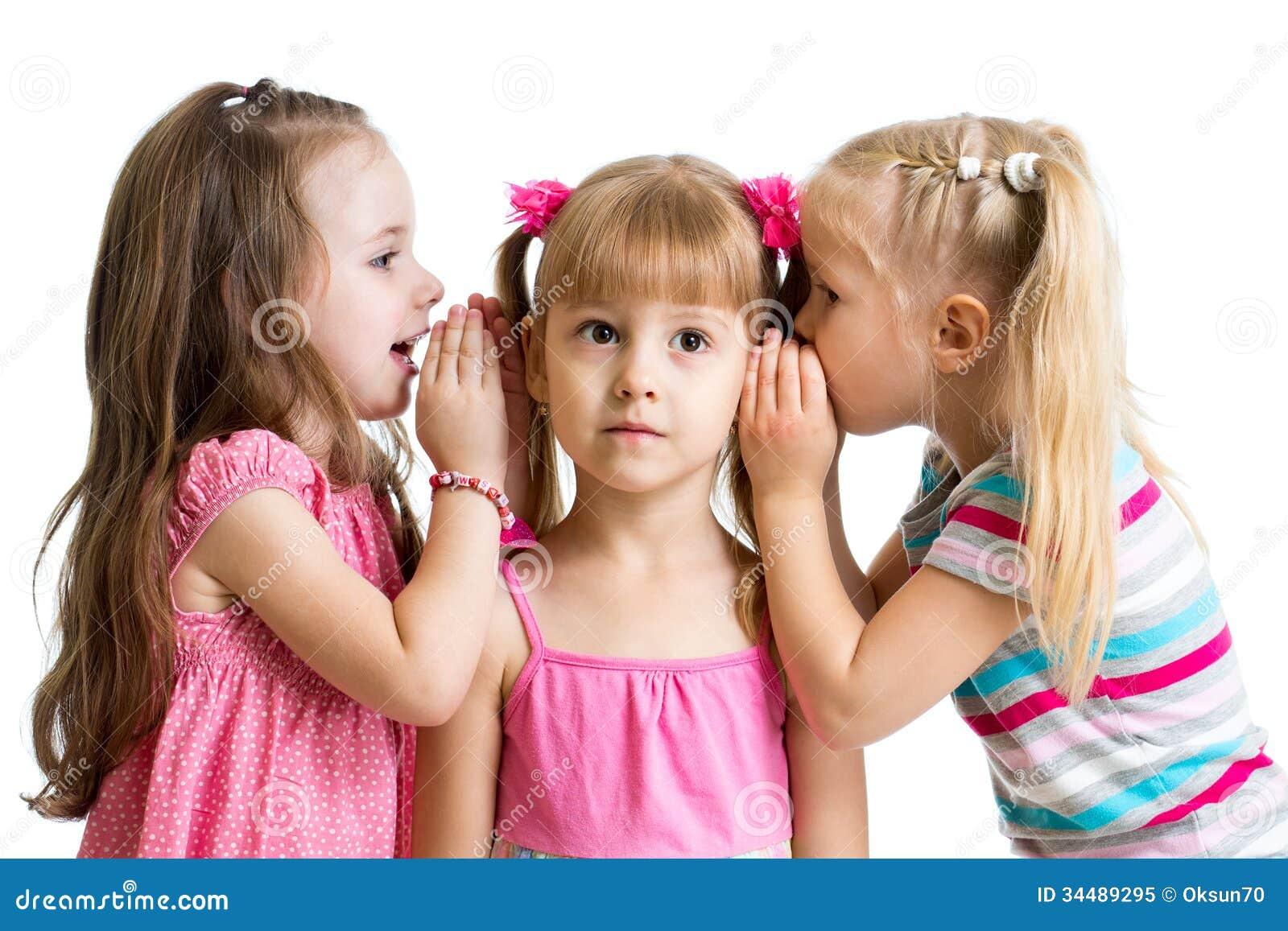 Meisjes die een geïsoleerd geheim delen