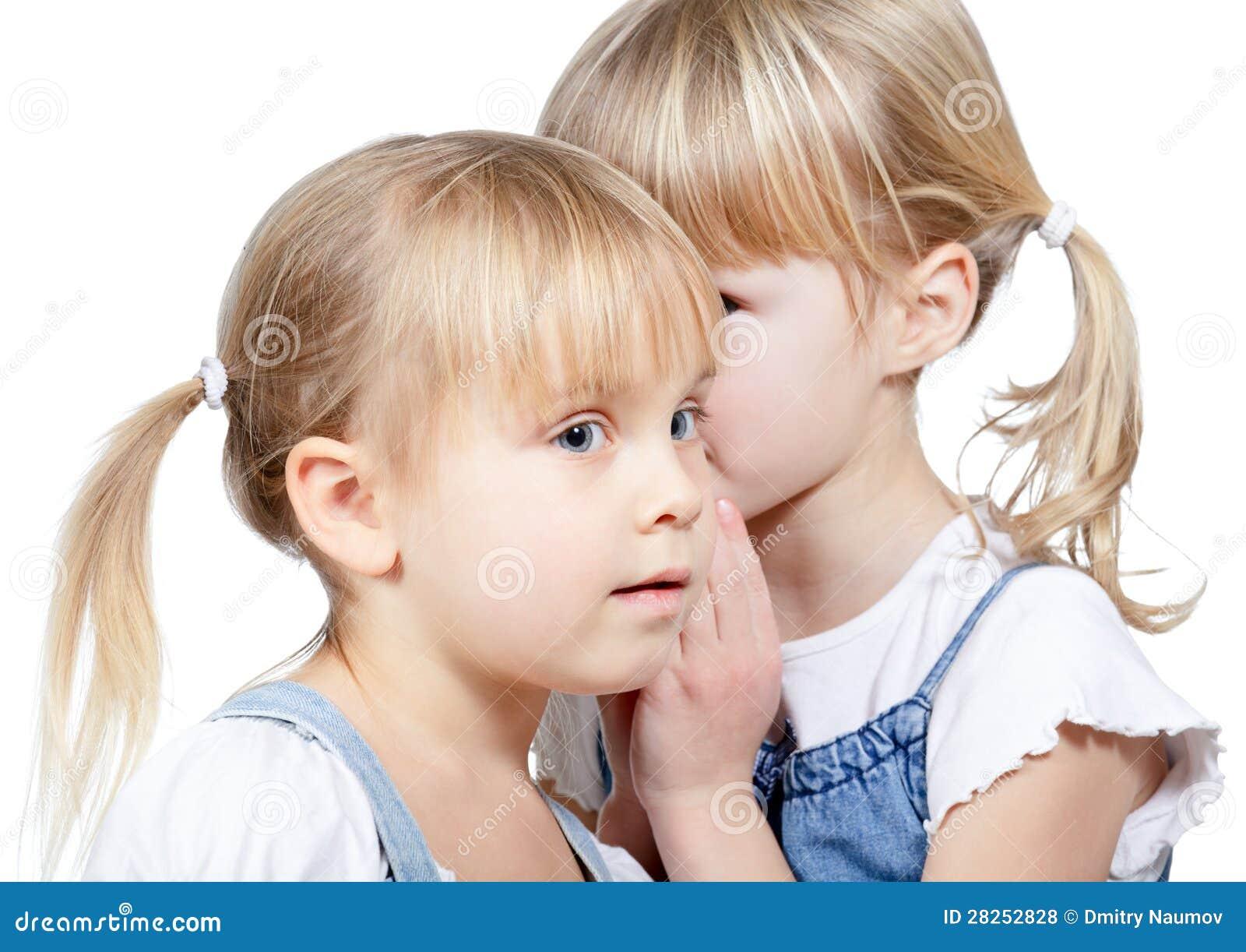 Meisjes die een geheim delen