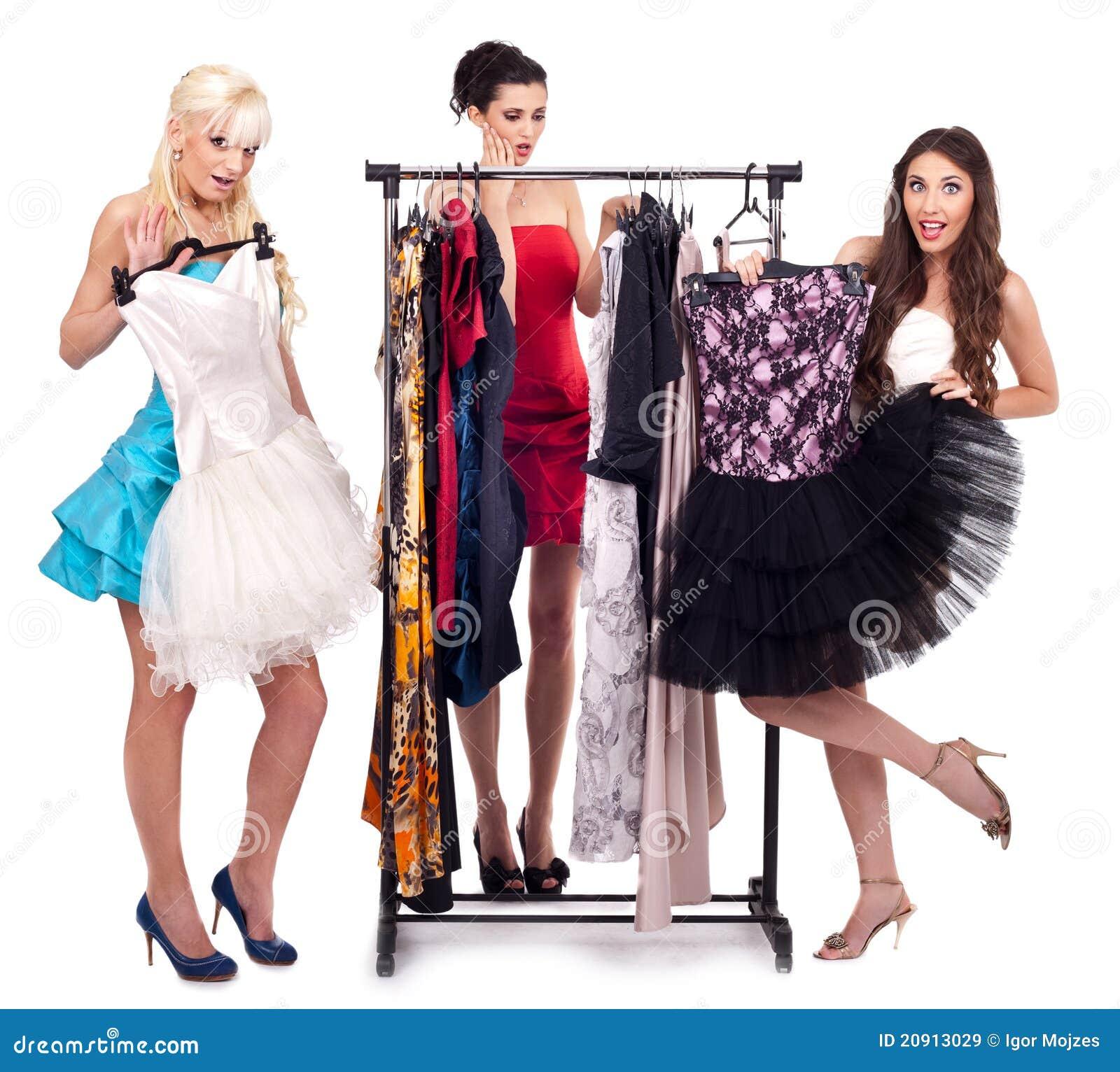 Meisjes in kledingsboutique
