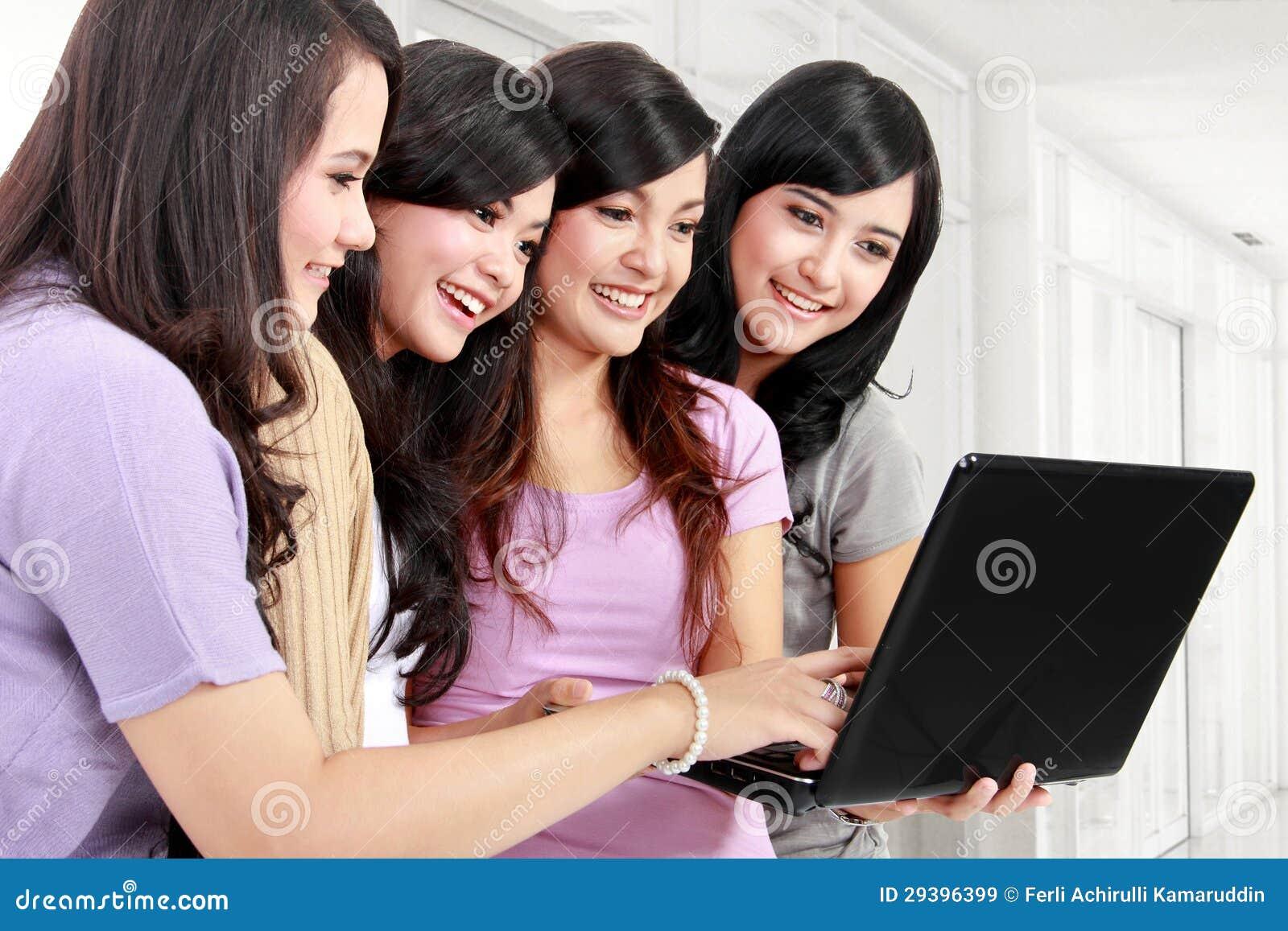 Meisjes met laptop