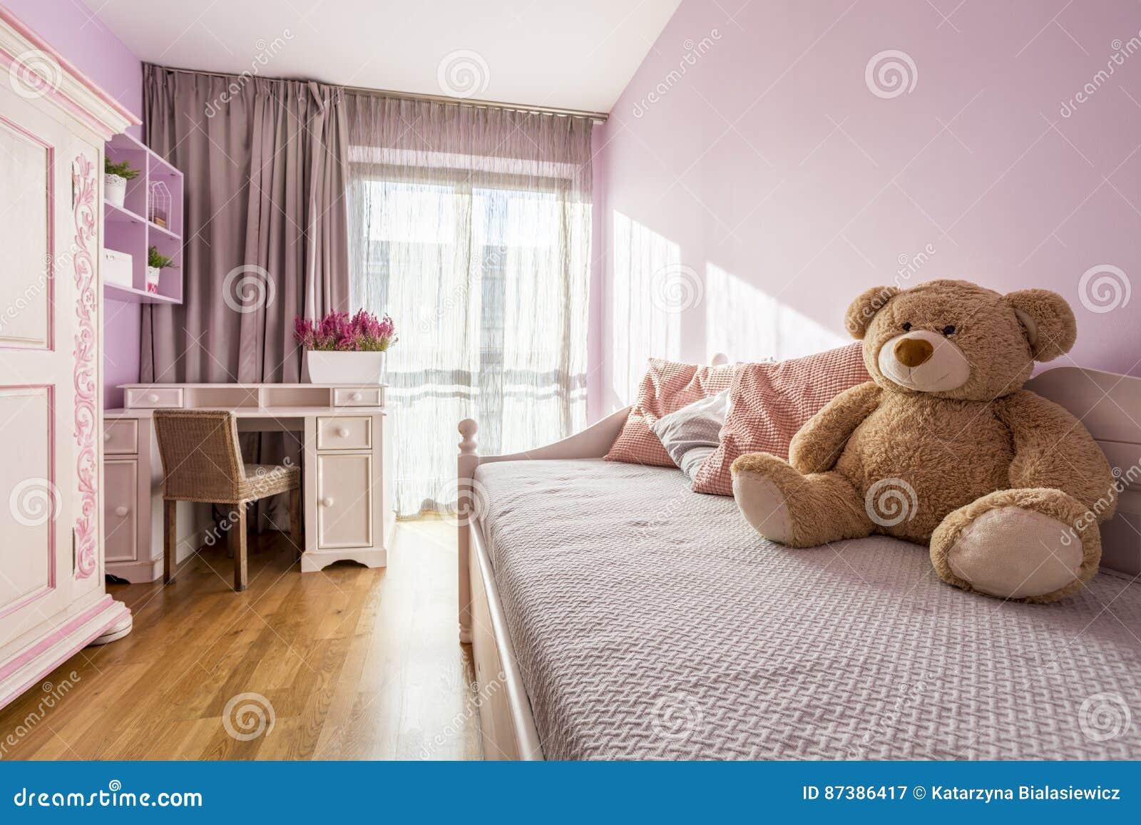 Meisjes` s roze slaapkamer stock afbeelding. Afbeelding bestaande ...