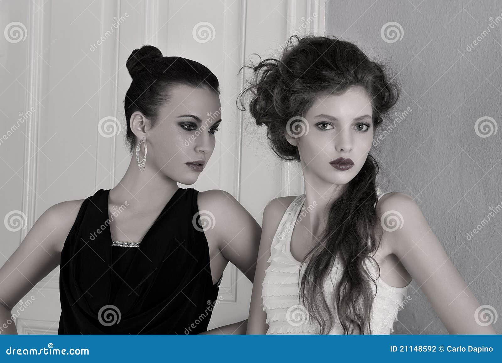 Meisjes in zwart witte kleding met het verbazen stock fotografie beeld 21148592 - Zwart meisjes kamer en witte ...