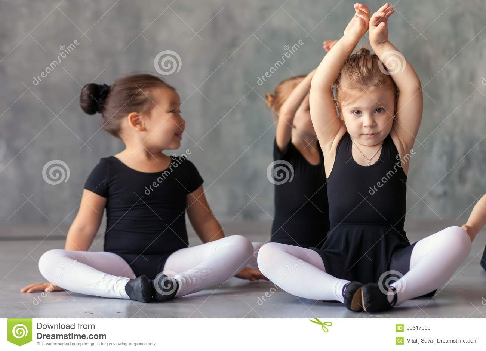 Meisjesrek vóór een ballet