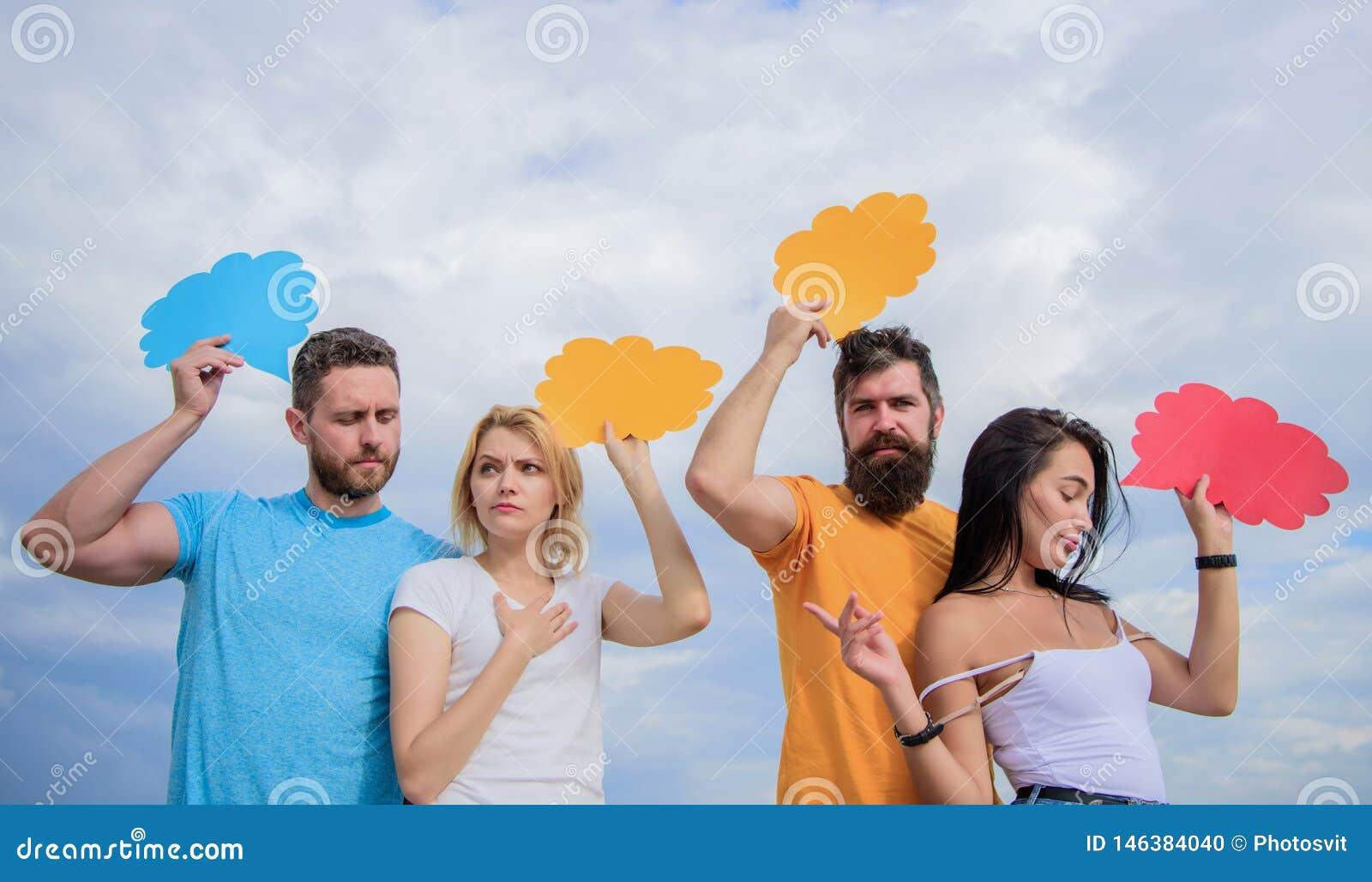 Mejora de sus capacidades de comunicación La gente habla usando burbujas del discurso Placer de la comunicaci?n del grupo Los ami