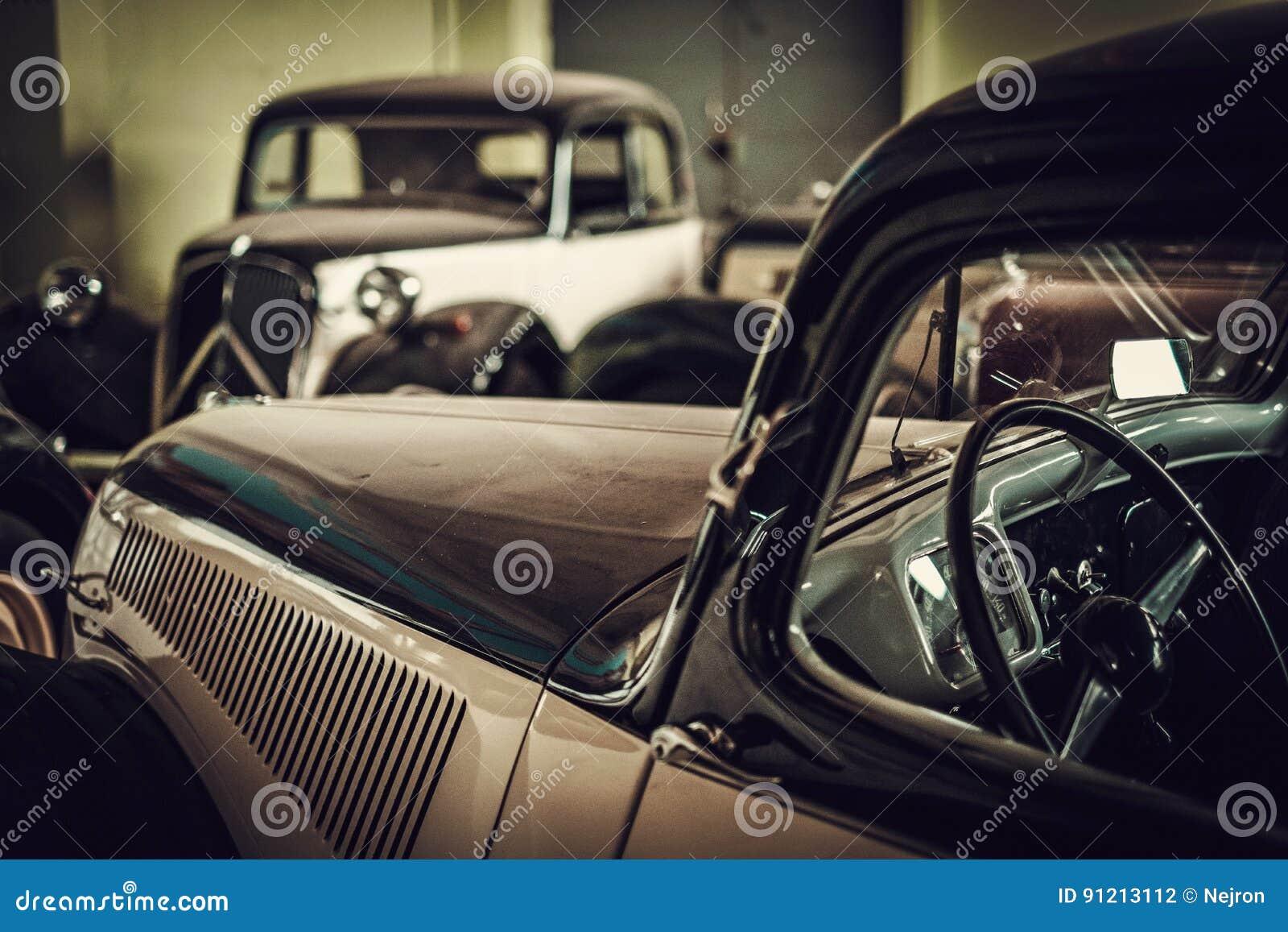 Mekaniker i klassiskt bilåterställandeseminarium