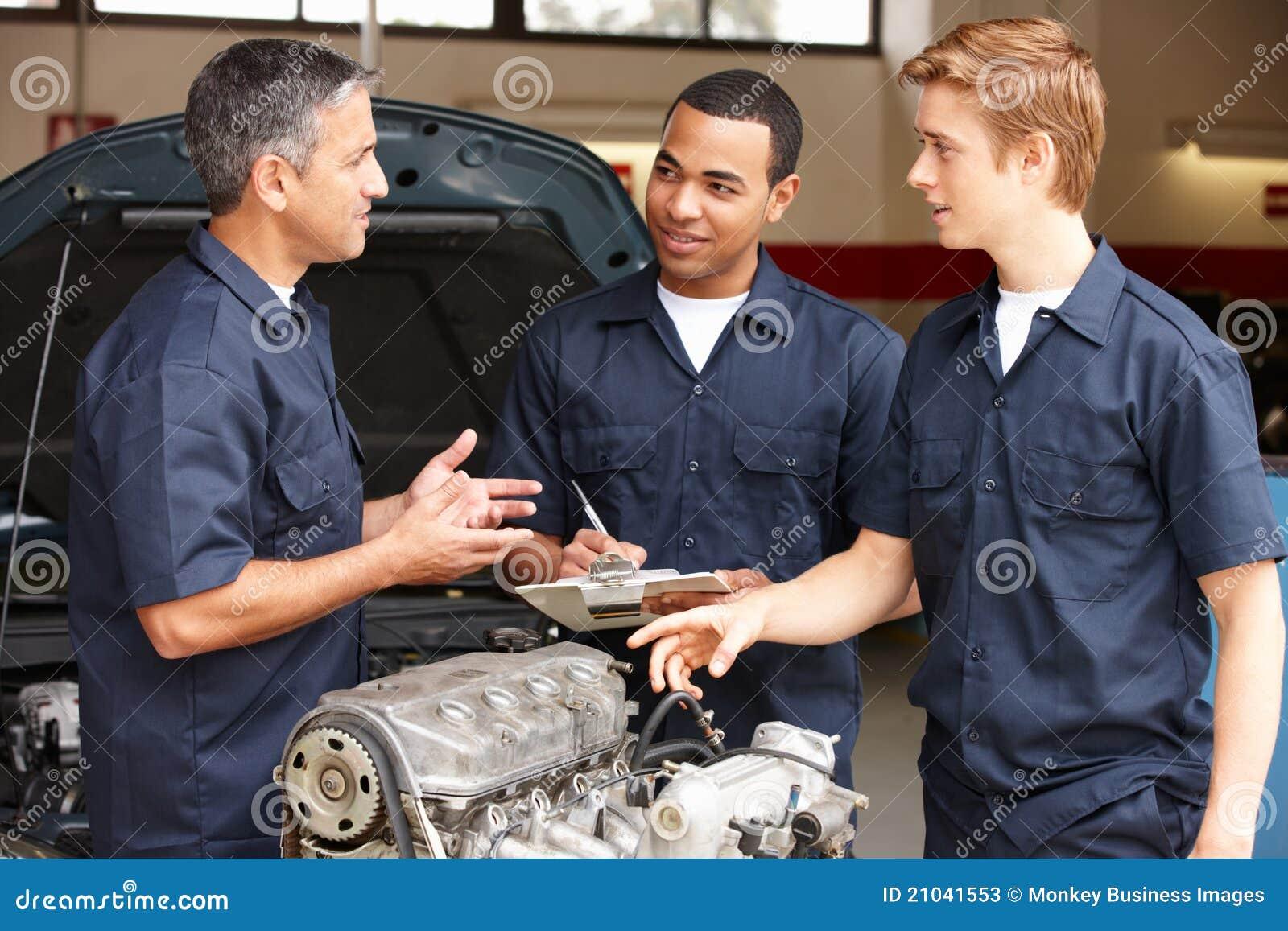 Mekaniker på arbete