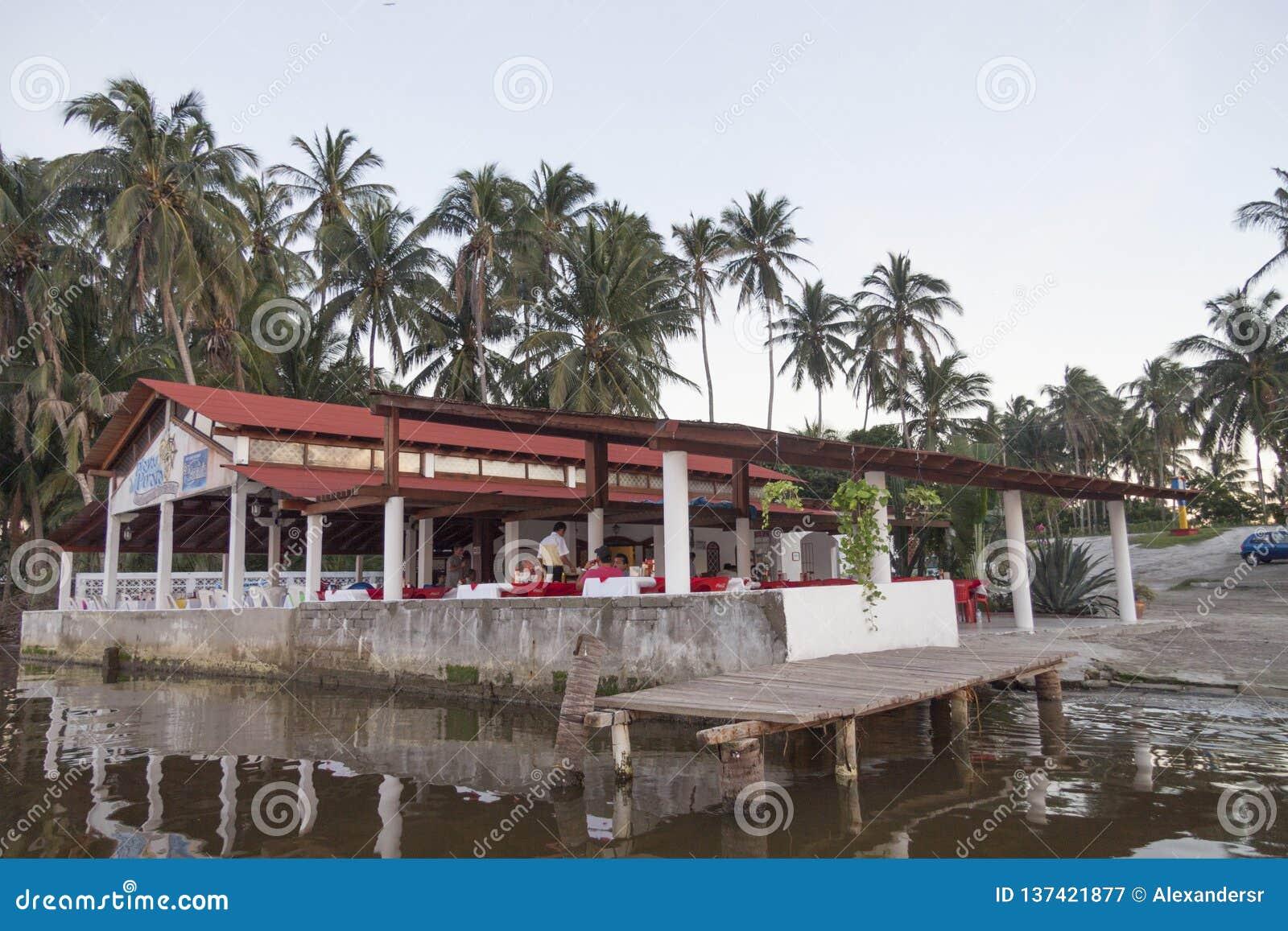Meksyk Tabasco paraÃso, Meksyk 12/23/2009/ Sławna restauracja w paraÃso pirat plaży lub Playa Del Pirat,