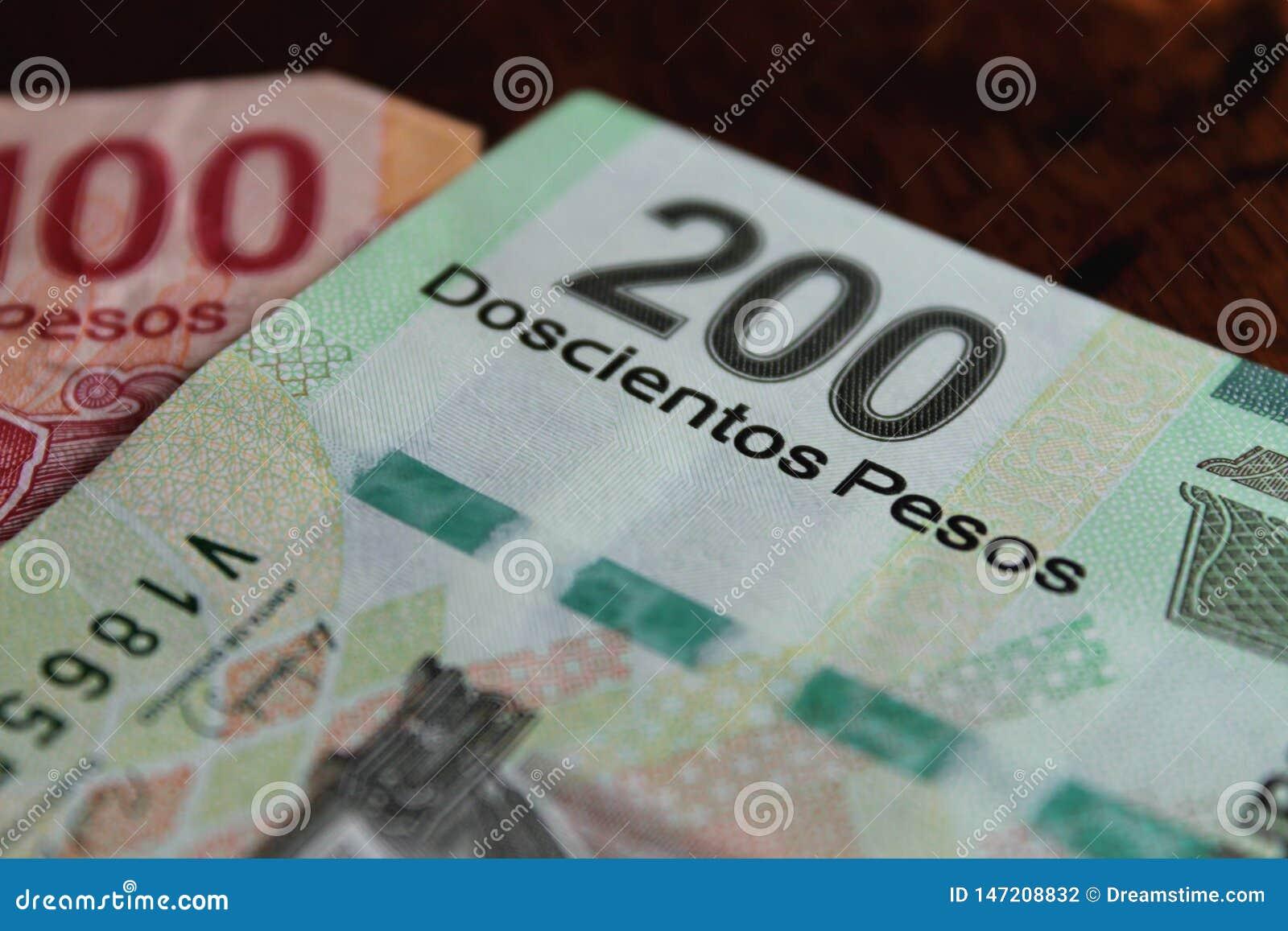 Meksyka?skich peso notatki na ciemnym tle
