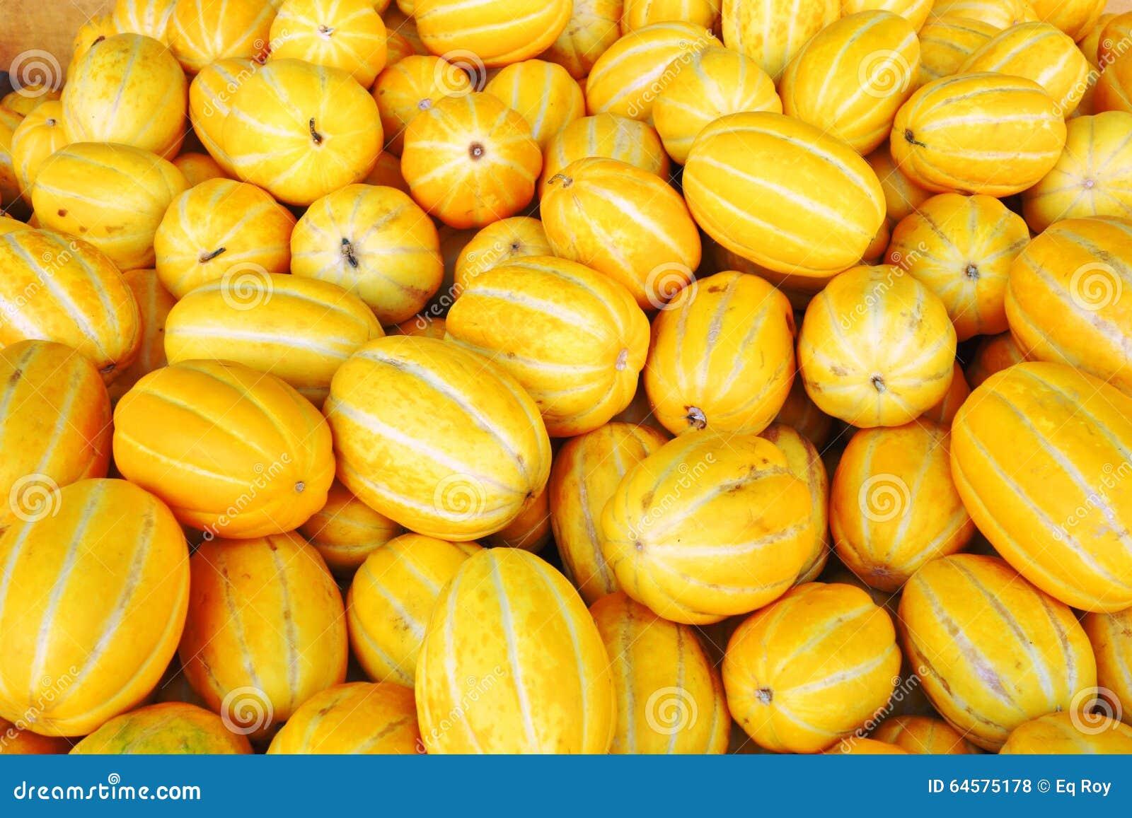Melón coreano amarillo (melón chino) en bulto en un mercado chino