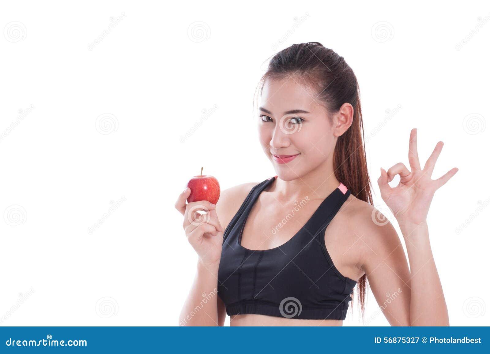 Mela della tenuta della donna di forma fisica