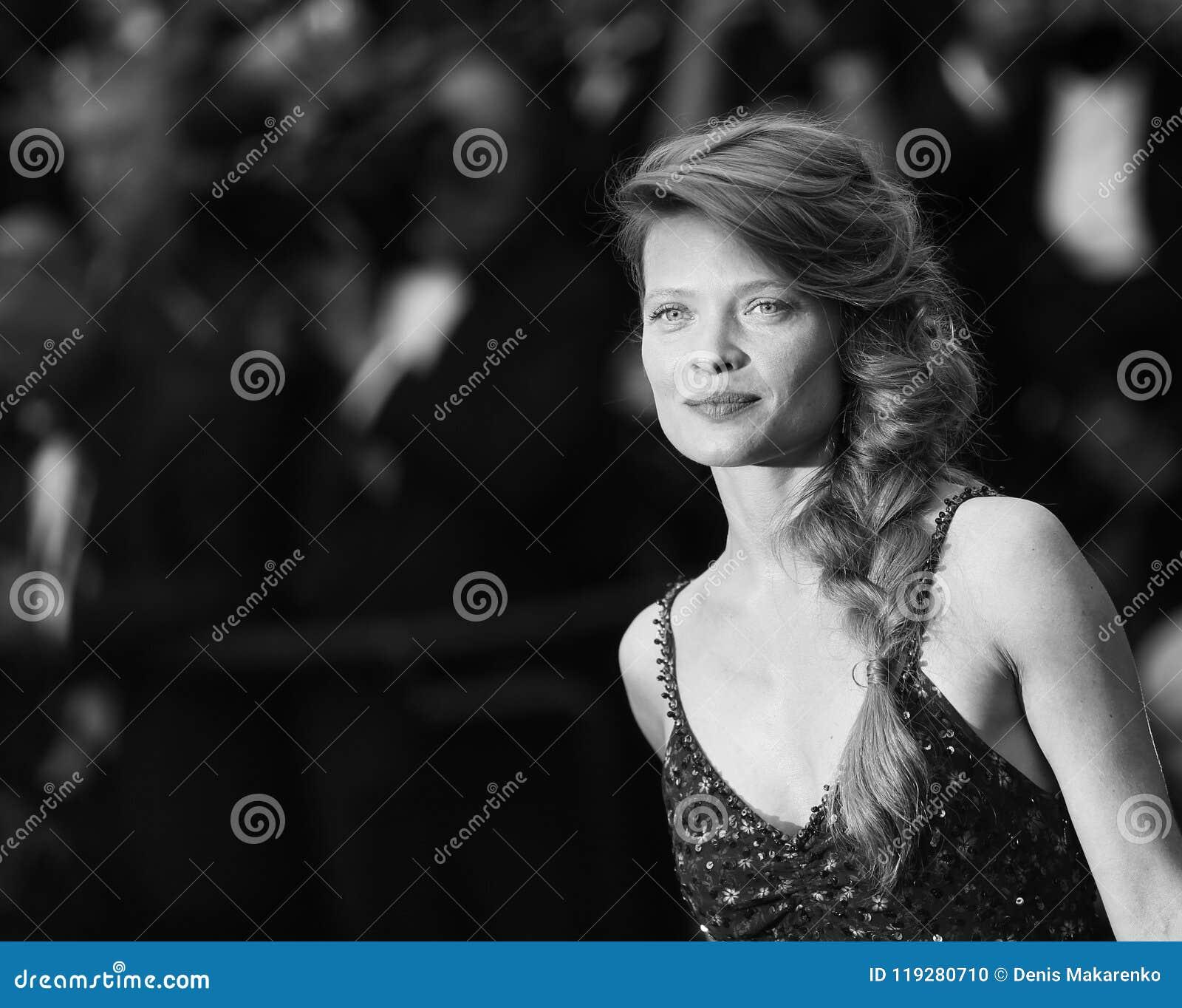 Melanie Thierry Nude Photos 4