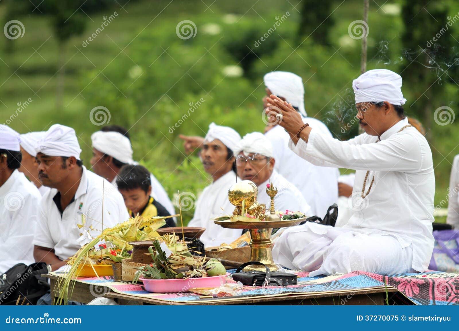 Melasti ceremoni