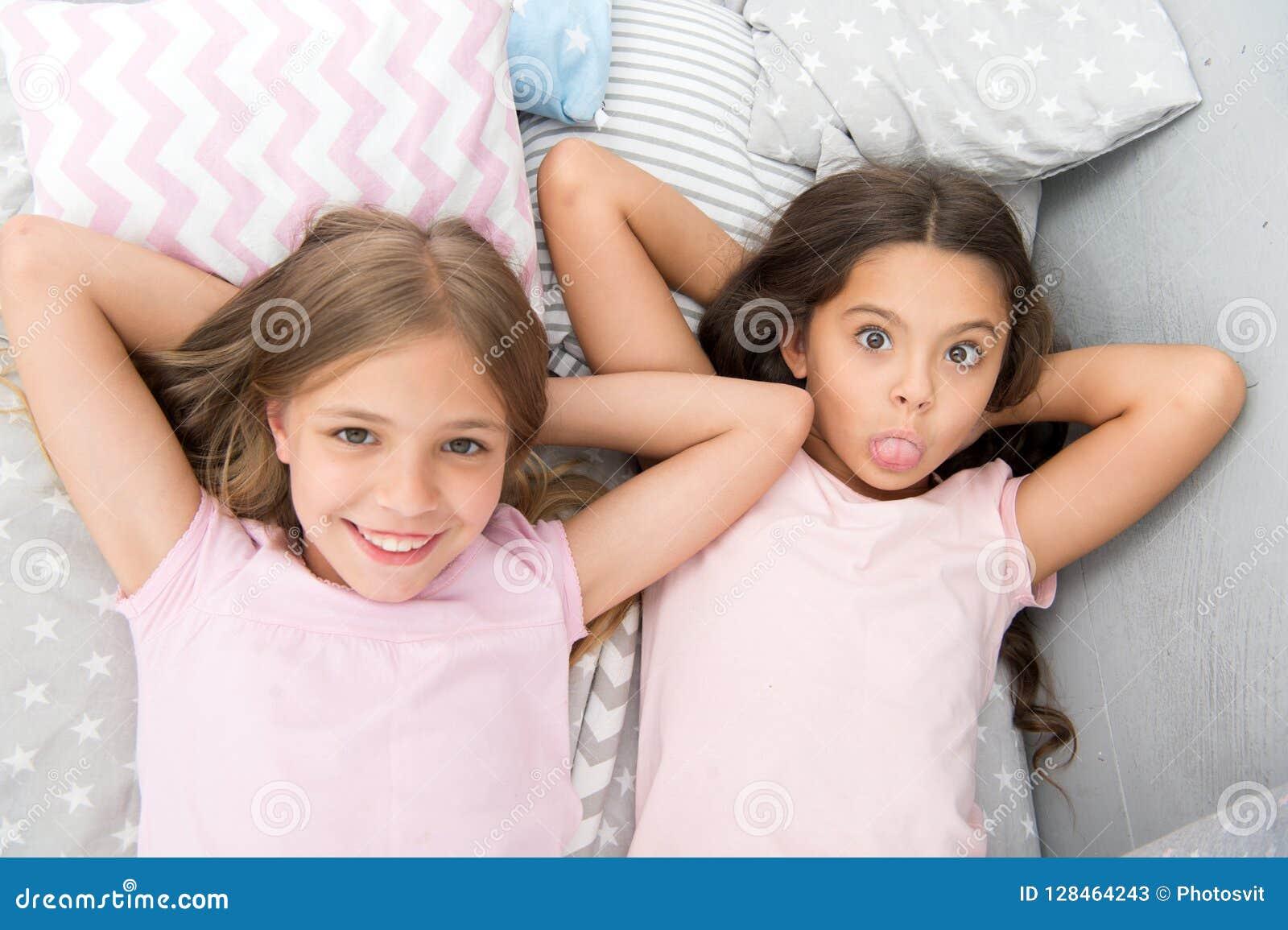 Melhores amigos para sempre Considere o partido de descanso do tema Tradição intemporal da infância do partido de descanso Menina