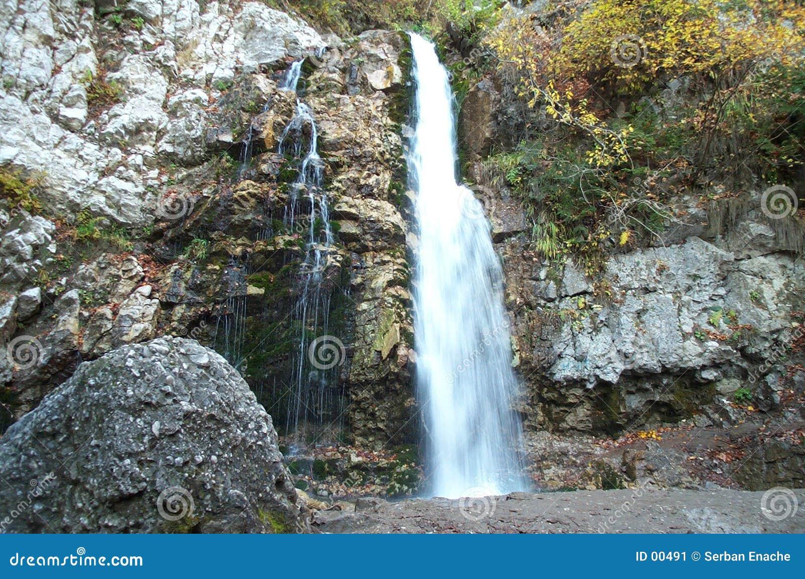 Melkachtige waterval