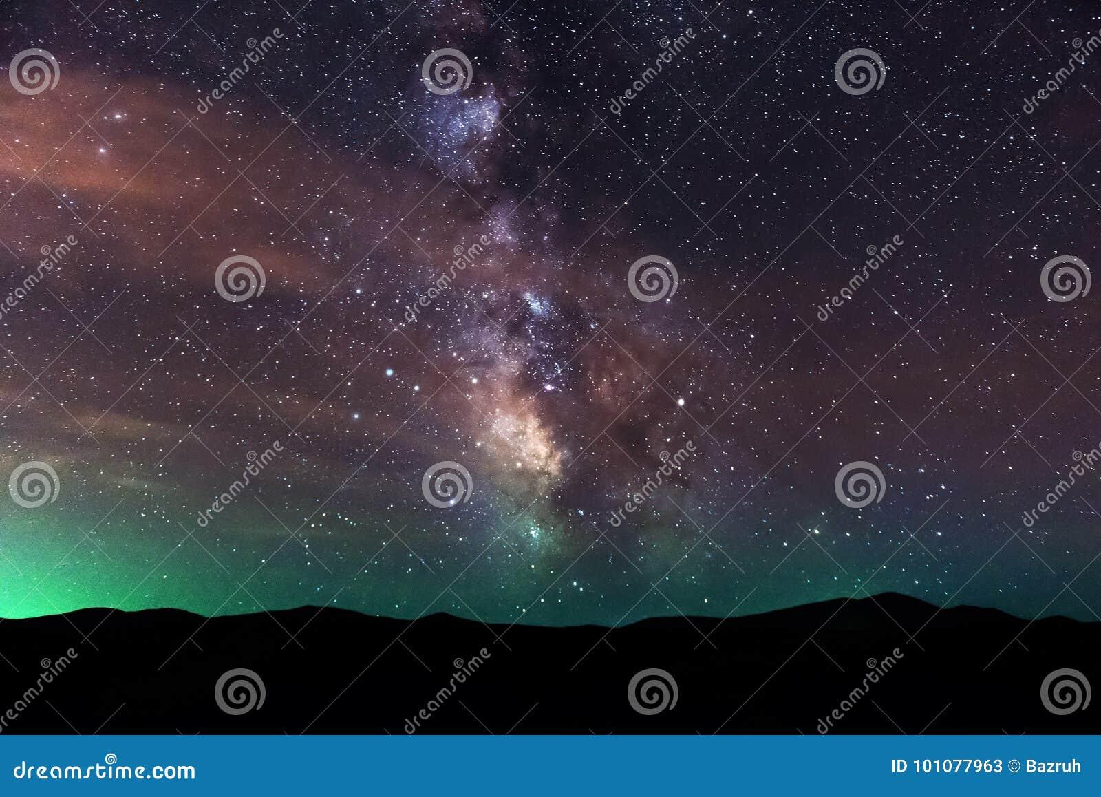 Melkweg over bergen