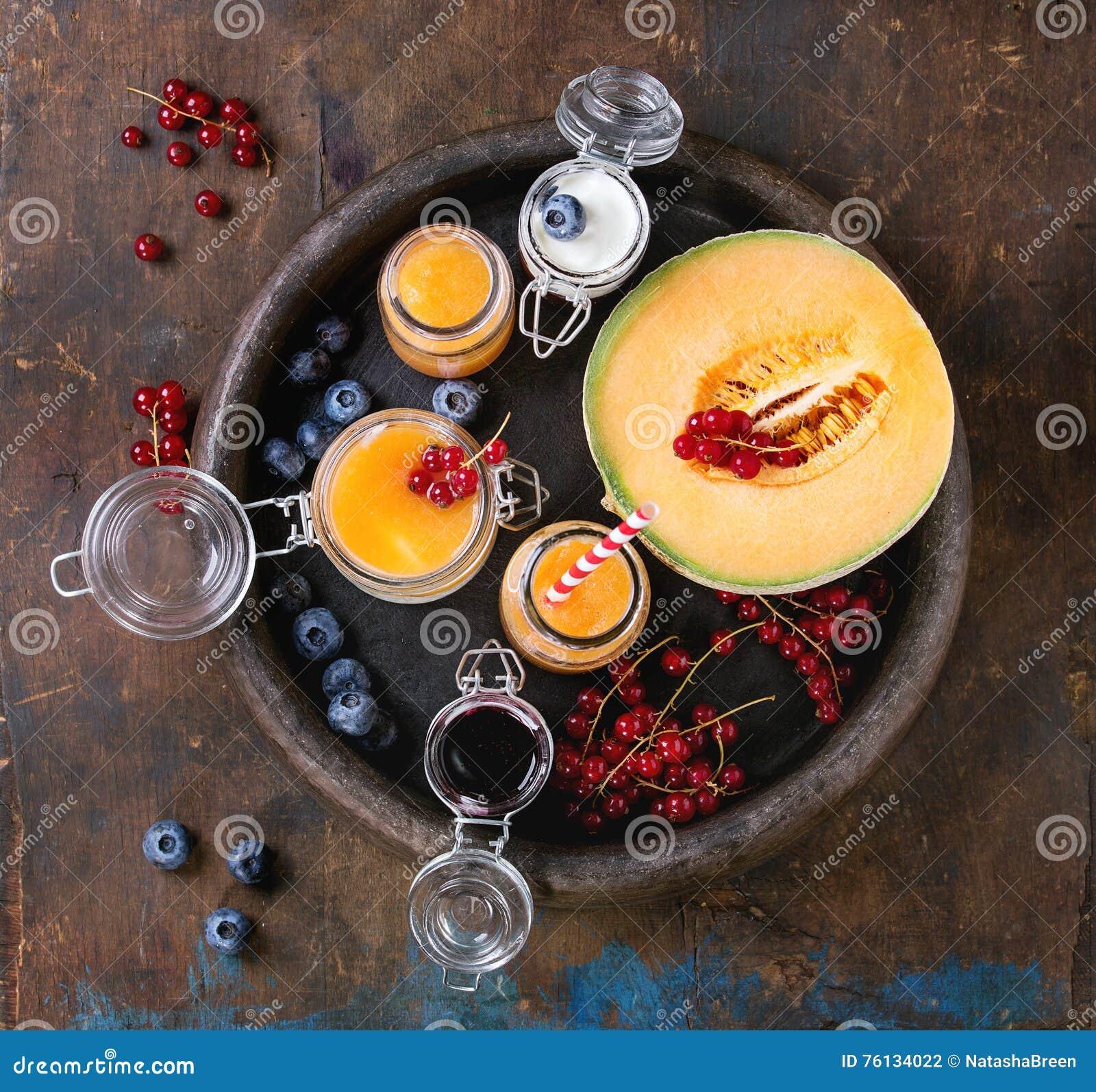 Melon i czarnej jagody smoothie