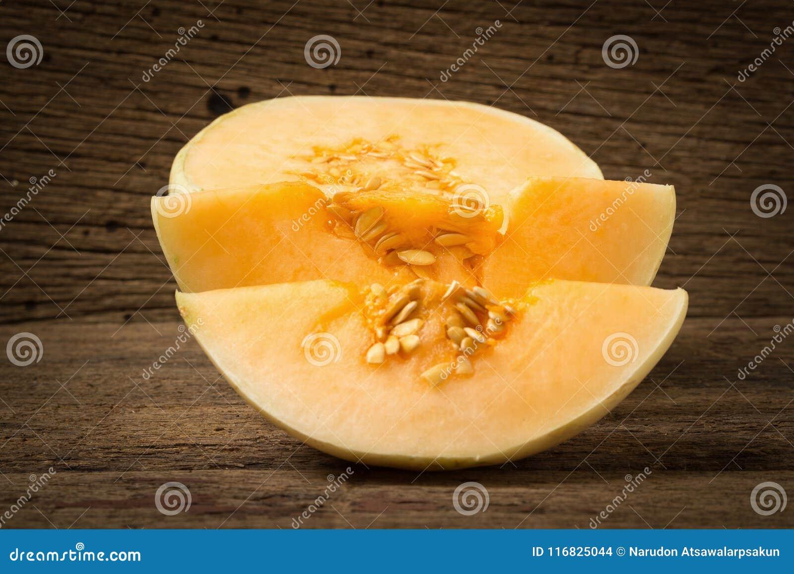 Melon &-x28; sunlady&-x29; plasterek halfback Na starym drewnie Ranek