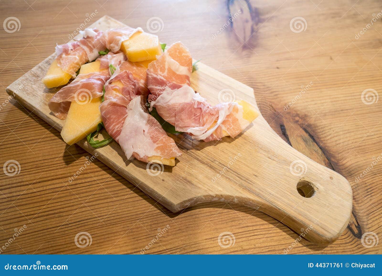 Melone avvolto con il prosciutto di Parma