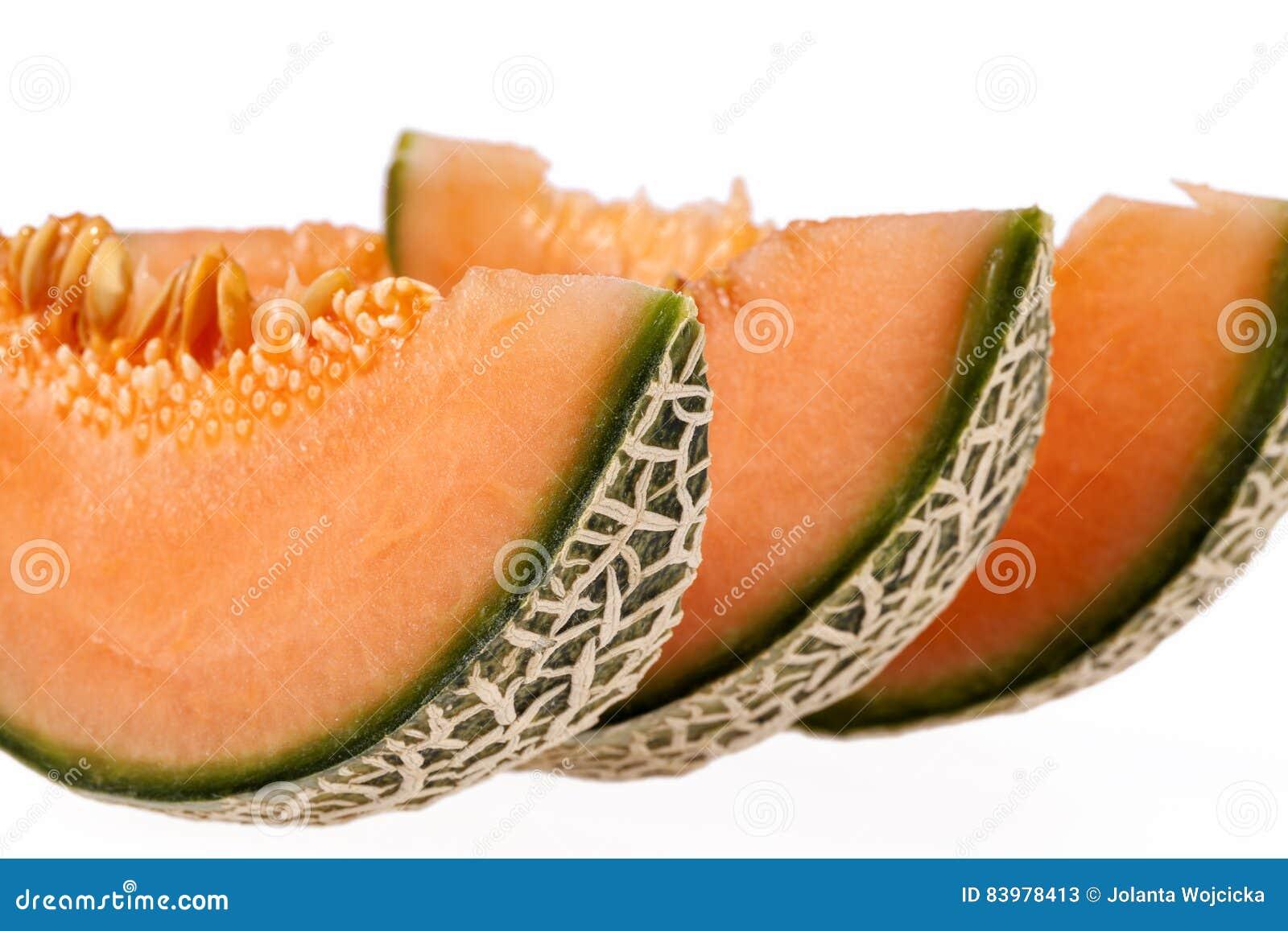 Melonowy kantalup odizolowywający na białym tle