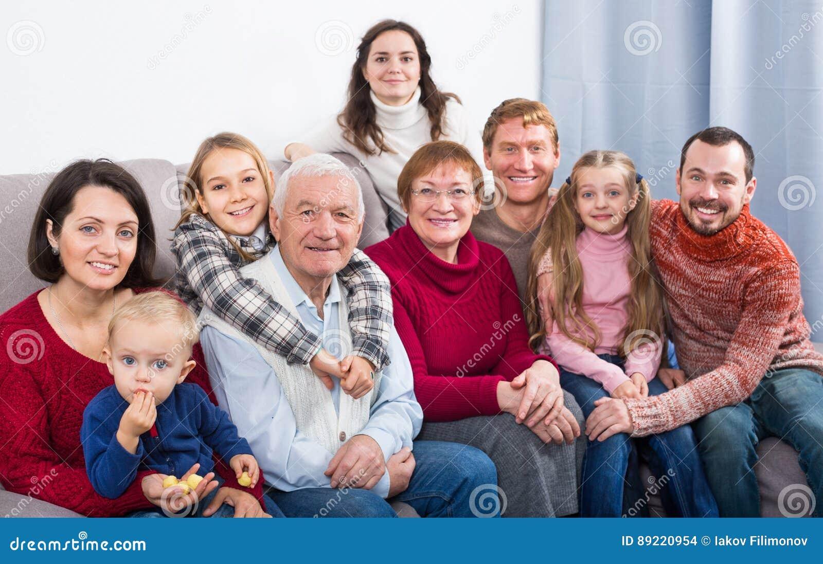 Membros da família que fazem a foto de família