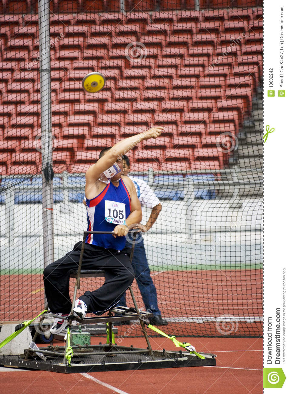 Men s Discus Throw for Disabled Persons
