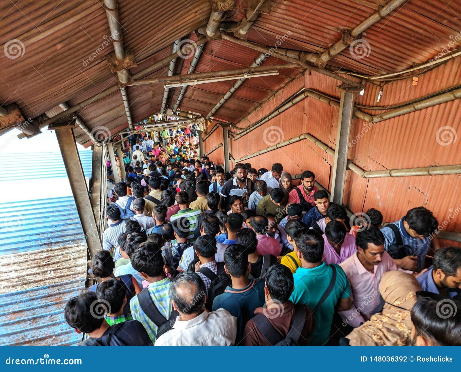 Menigte bij de Lokale Post van Mumbai