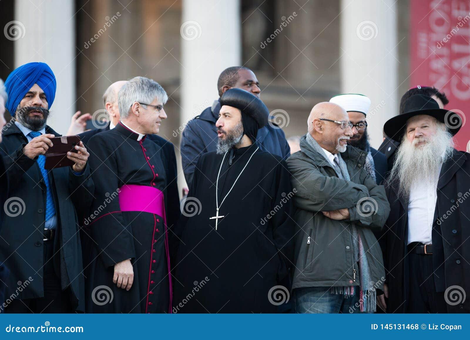 Menigte van Diversiteit - Orthodoxe Priester, Sikh Rabijn,