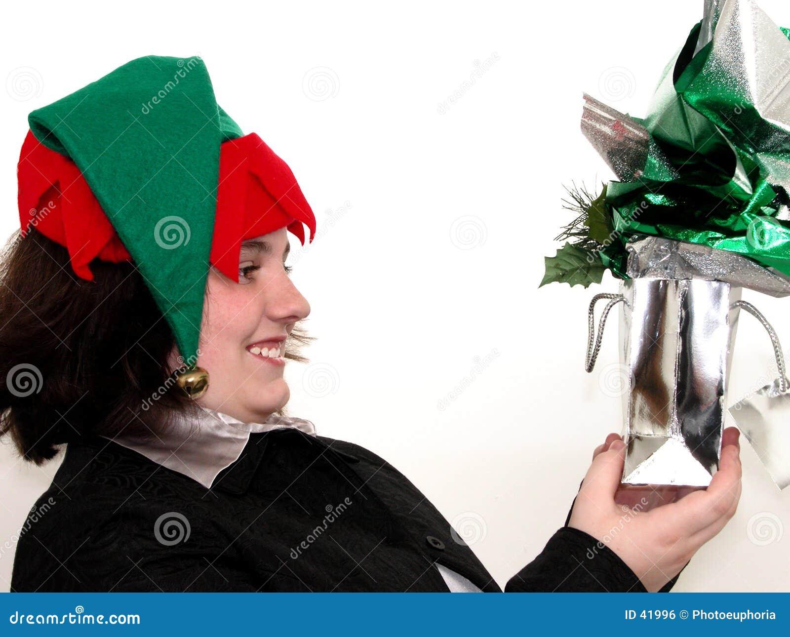 Menina adolescente do feriado com presente do Natal