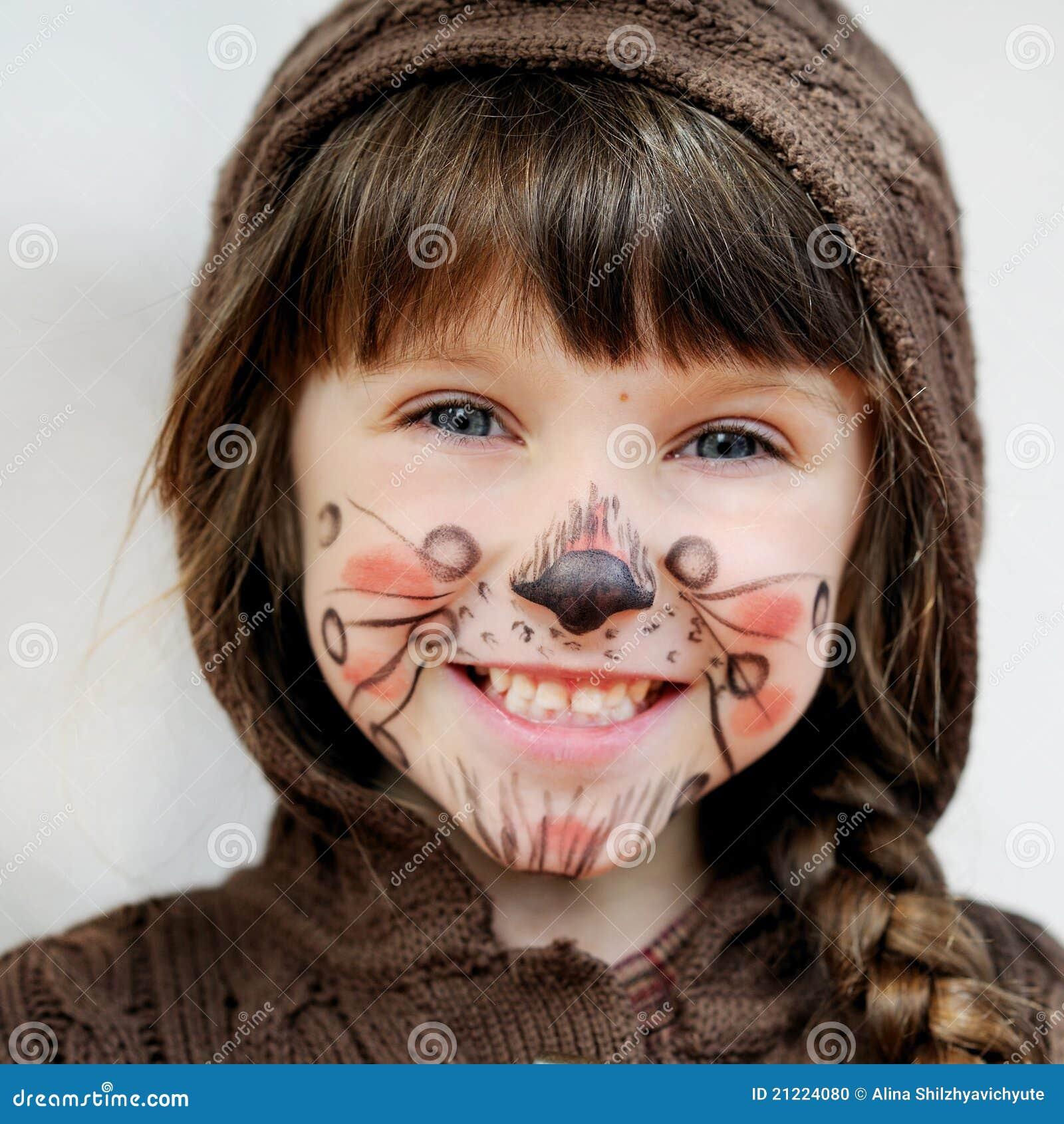 Adoraveis criancinhas  Menina-ador%C3%A1vel-da-crian%C3%A7a-com-face-pintada-21224080