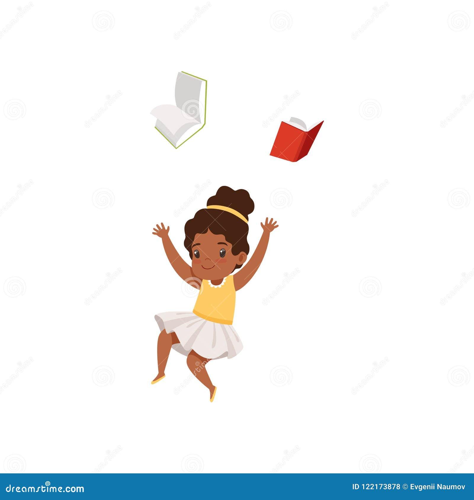 Menina afro-americano bonito que tem o divertimento com livro, estudante da escola primária que joga e que aprende a ilustração d