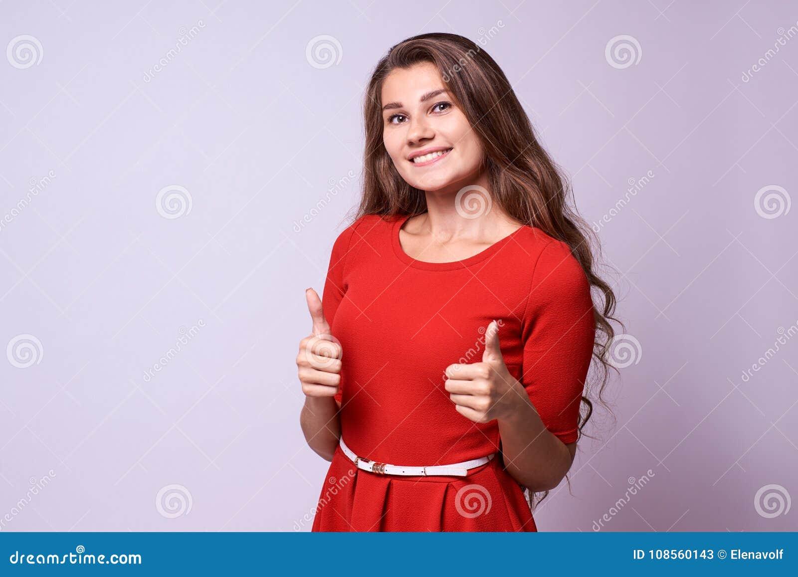 Menina bonita Aprovaçã0 do gesto Brunette do retrato classe