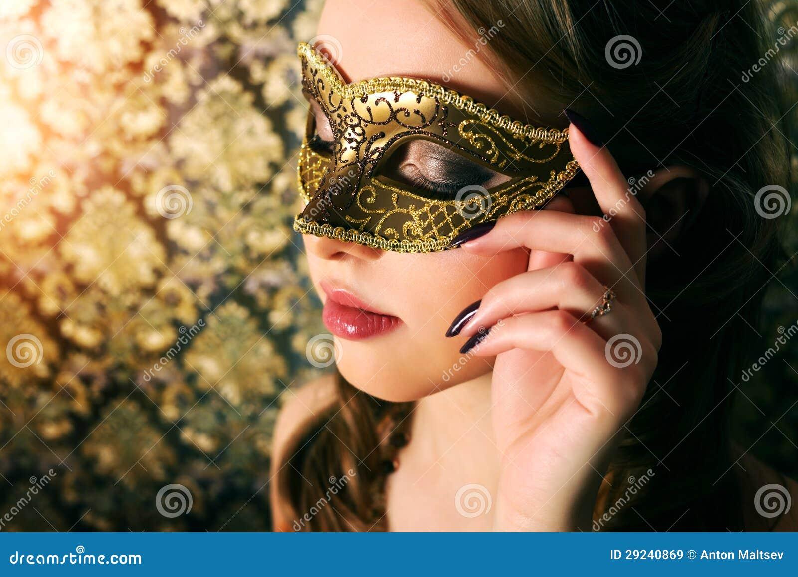 Download Menina Bonita Na Máscara Do Carnaval Imagem de Stock - Imagem de composição, masquerade: 29240869